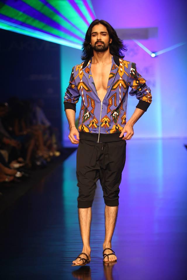 File Designer Pria Kataria Puri S Show Walks Amit Ranjan At Lakme Fashion Week By Souboyy Sourendra Kumar Das Jpg Wikimedia Commons