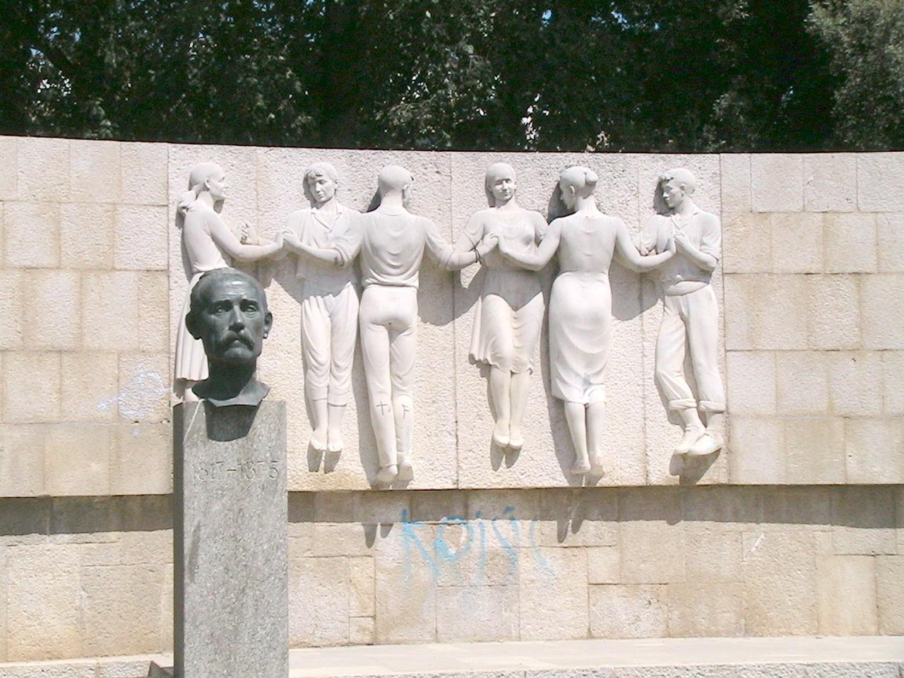 Monumento a José Ventura en Figueras.