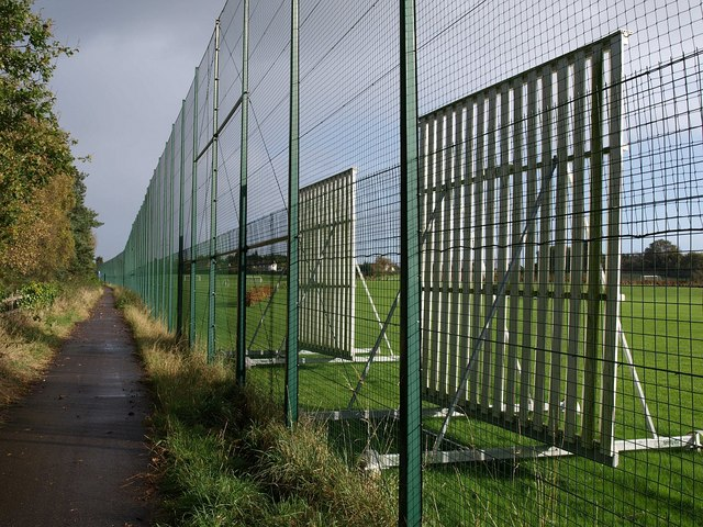 File:Footpath, Topsham Sports Ground - geograph.org.uk - 1572382.jpg