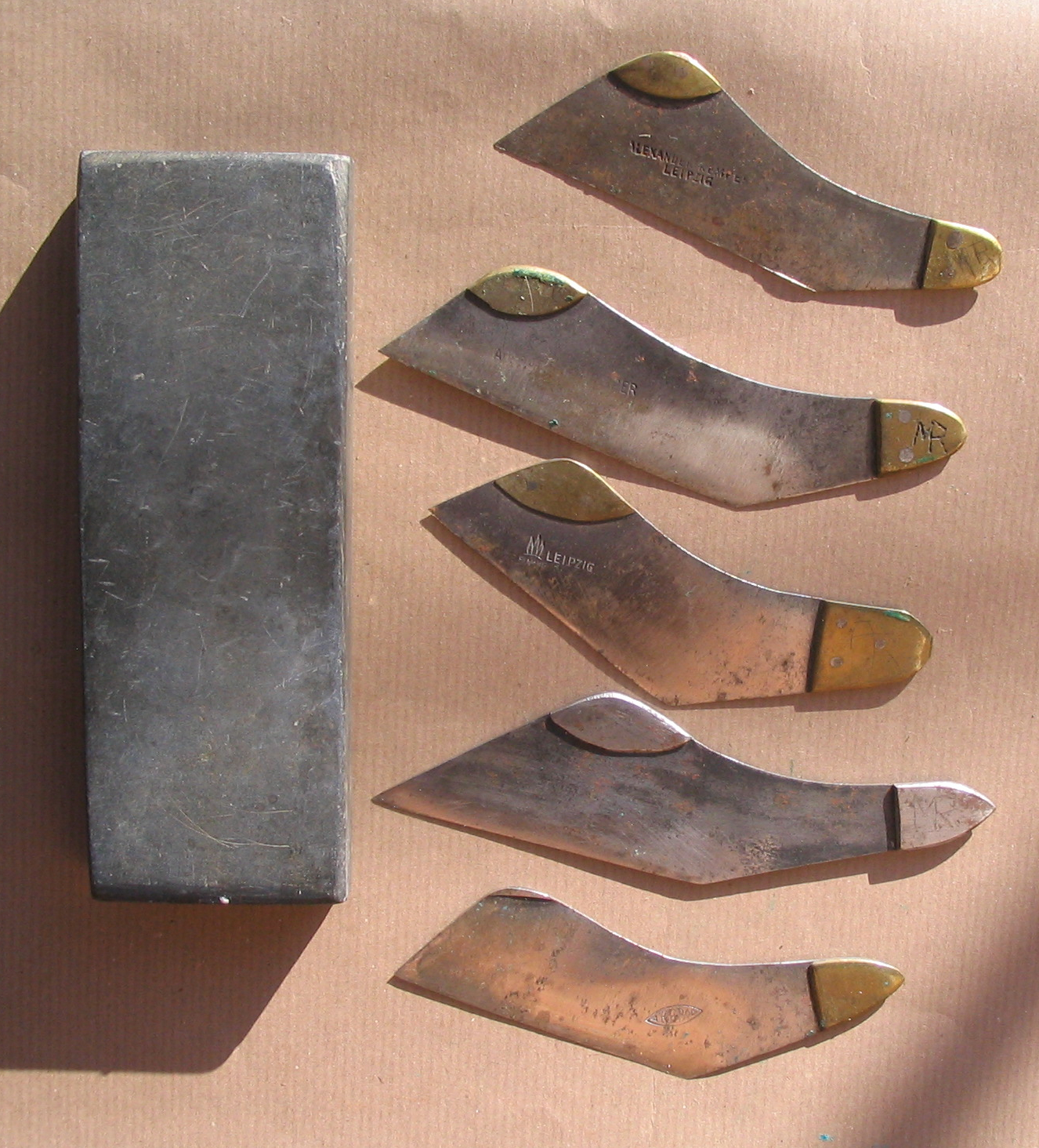 Furriers_knifes%2C_different_manufacture