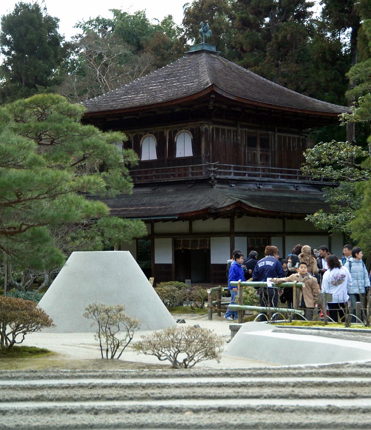 http://upload.wikimedia.org/wikipedia/commons/7/79/Ginkakuji-M1953.jpg