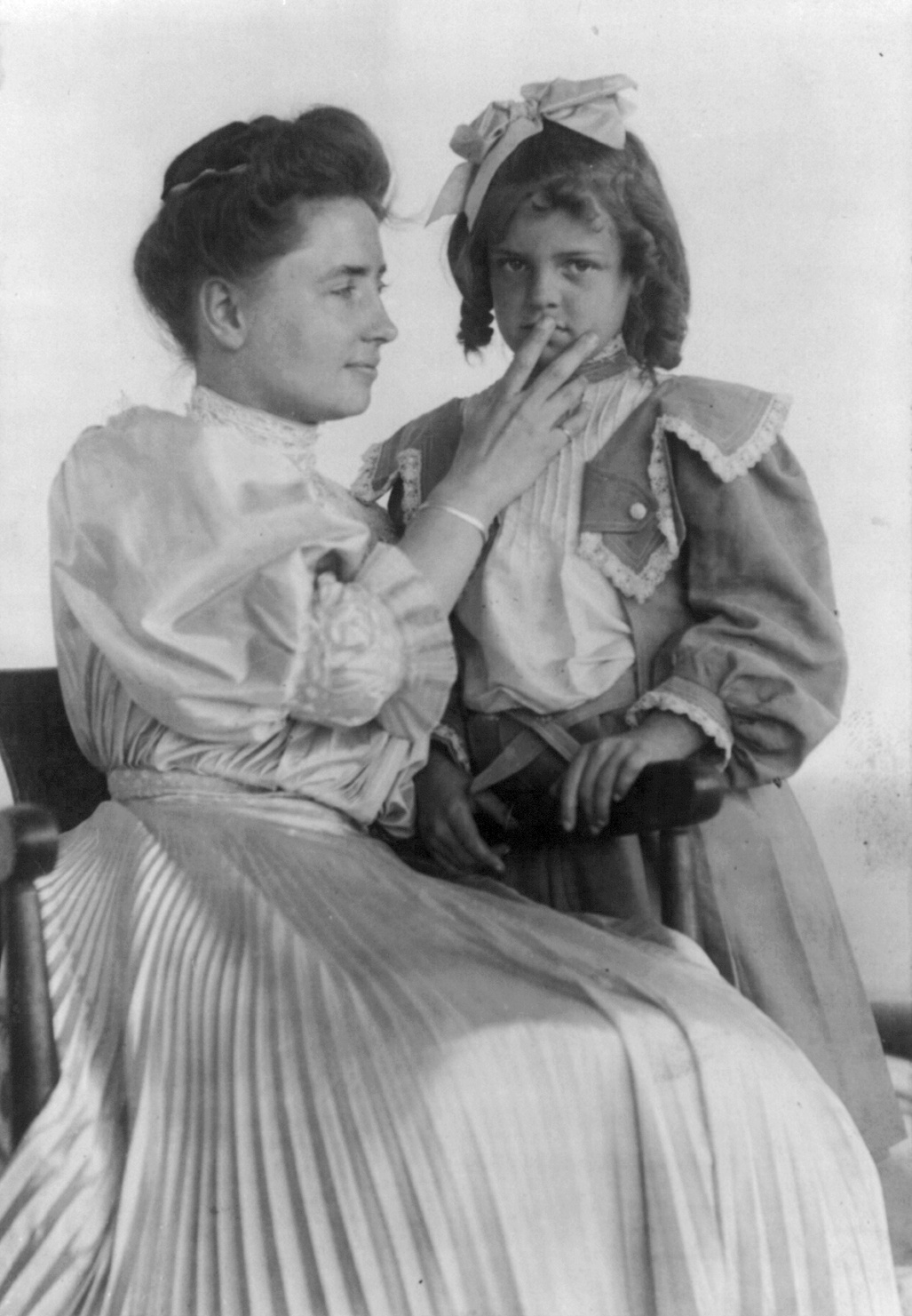 the difficult childhood of helen keller Helen keller was born on june 27, 1880 in tuscumbia, alabama she was a happy healthy baby helen grew up on her family's large farm called ivy green.