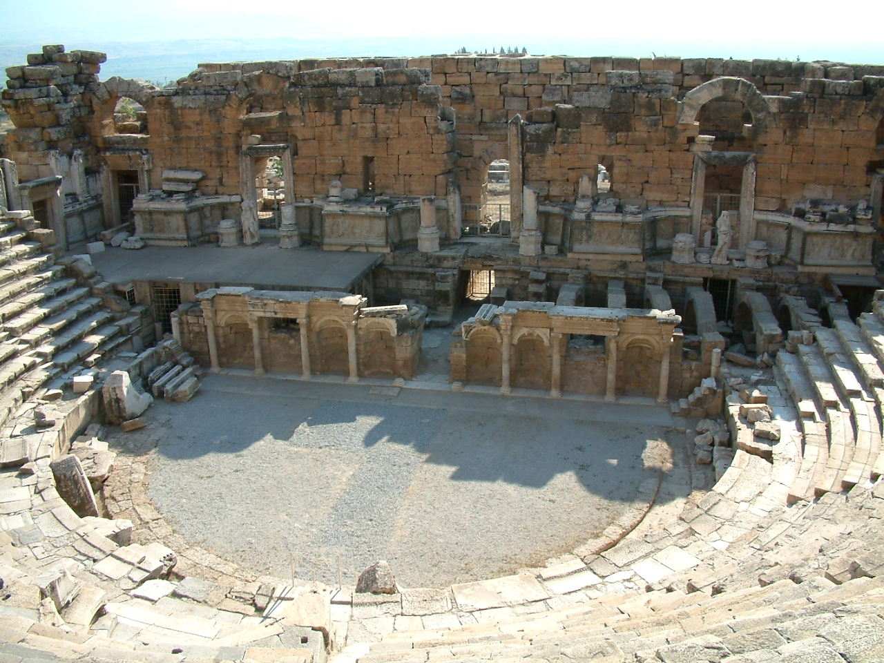 File:Hierapolis teatr3 RB.jpg - Wikimedia Commons