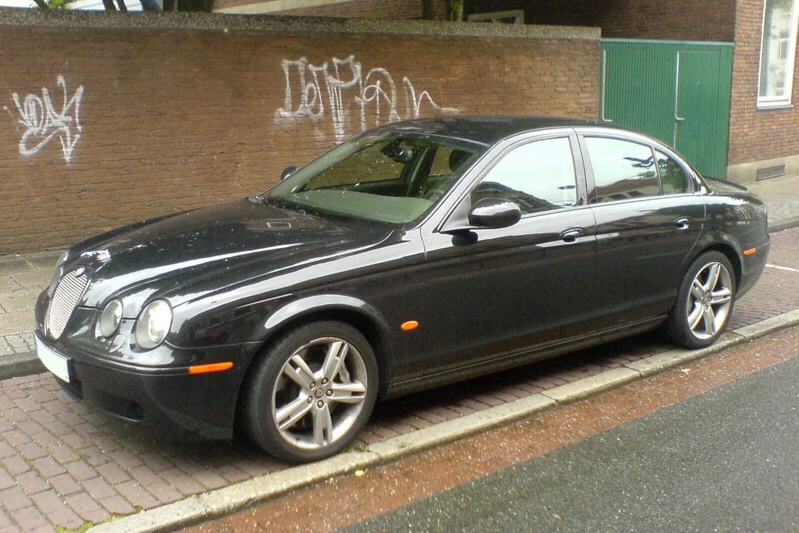File:Jaguar S-Type R schwarz vl.jpg - Wikimedia Commons