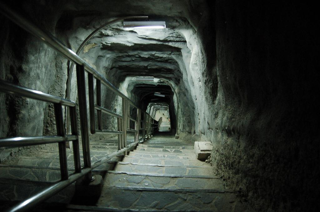 tempat wisata di bukittinggi lubang jepang