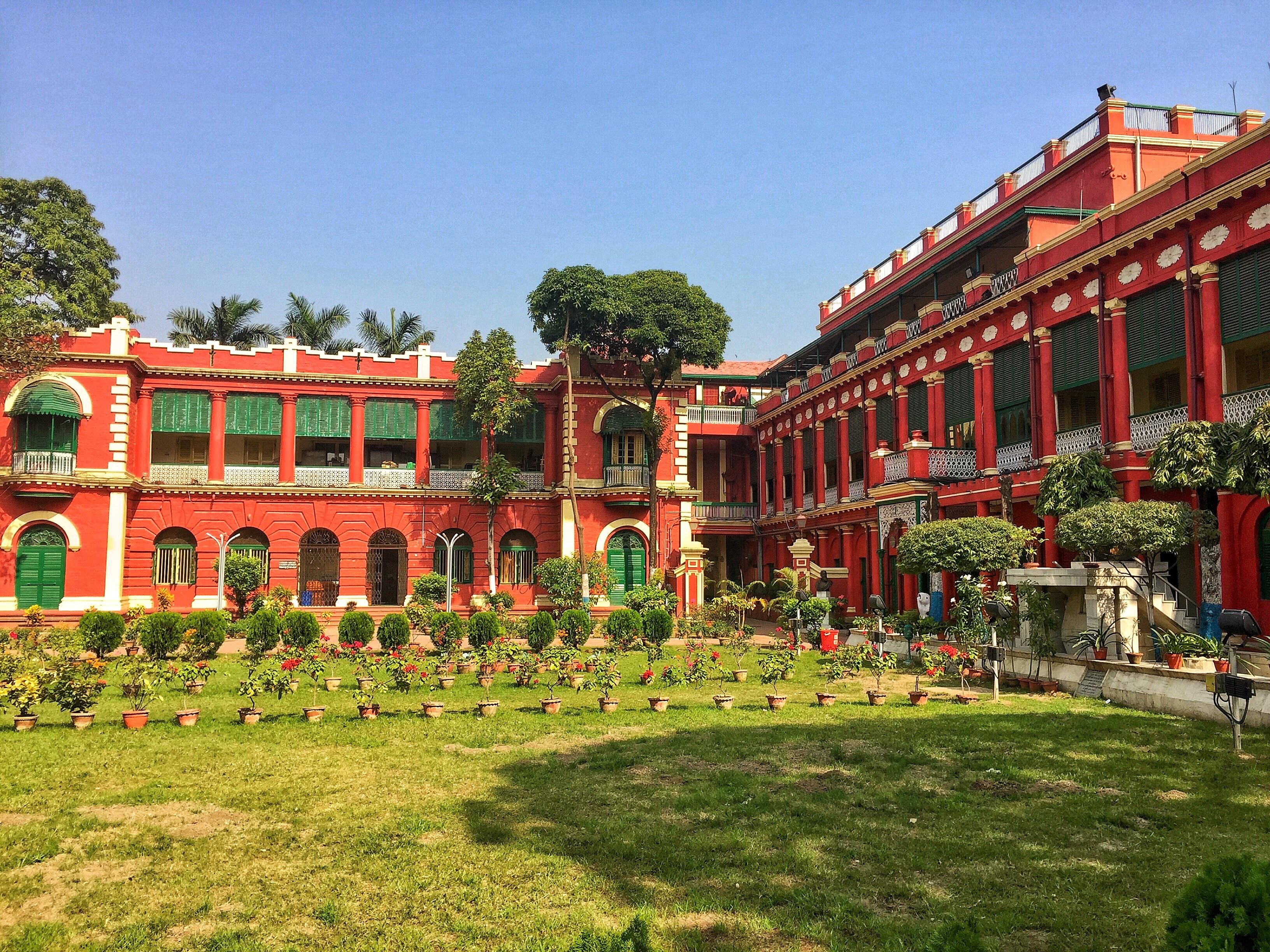 The ___________ is the ancestral home to Gurudev Rabindranath Tagore. - Jorasanko Thakur Bari