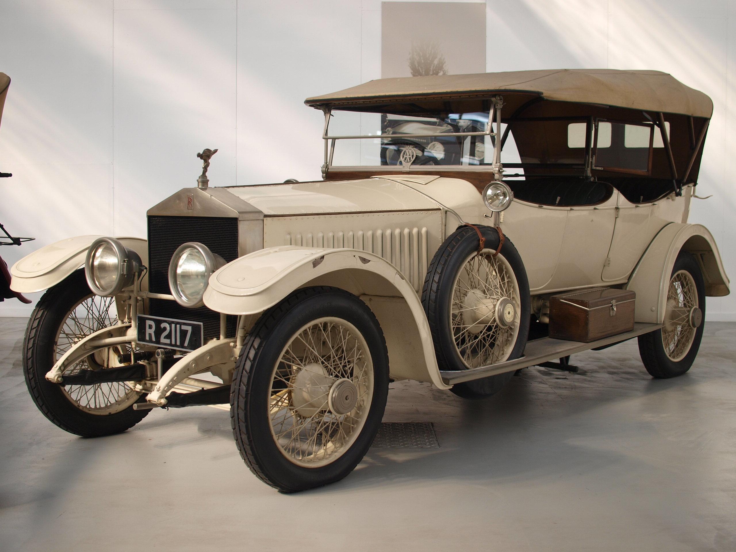 File:L'evoluzione dell'automobile Rolls Royce.jpg