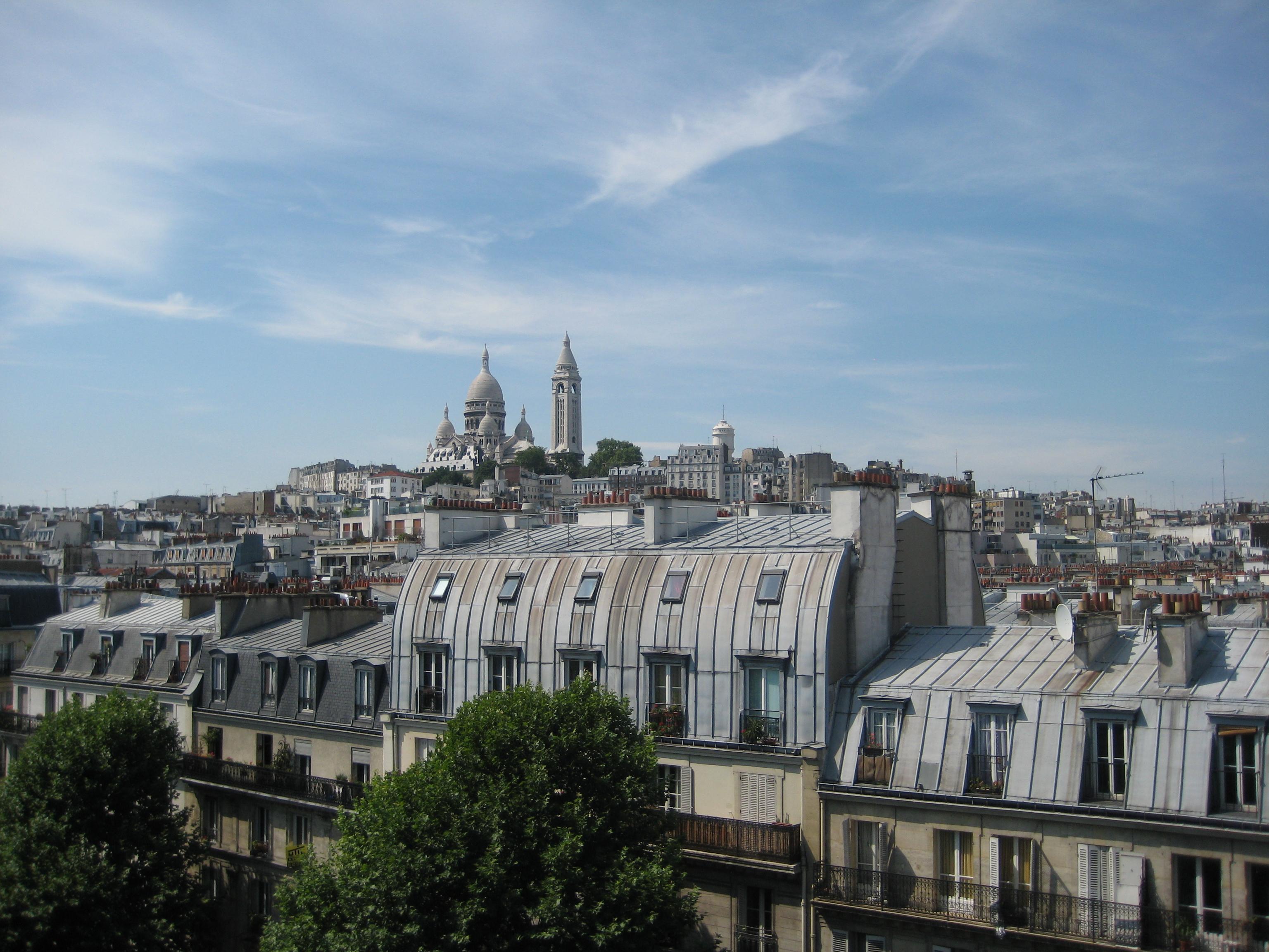File les toits de paris vue sur le sacr coeur for Appartement sur les toits paris