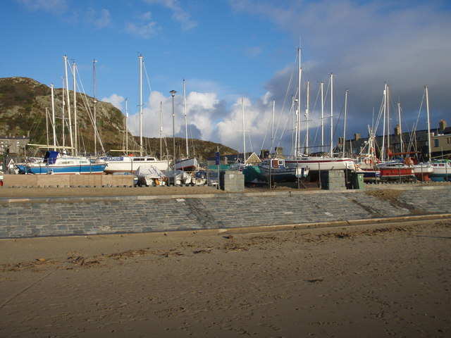 Merioneth Yacht Club Compound - geograph.org.uk - 583654