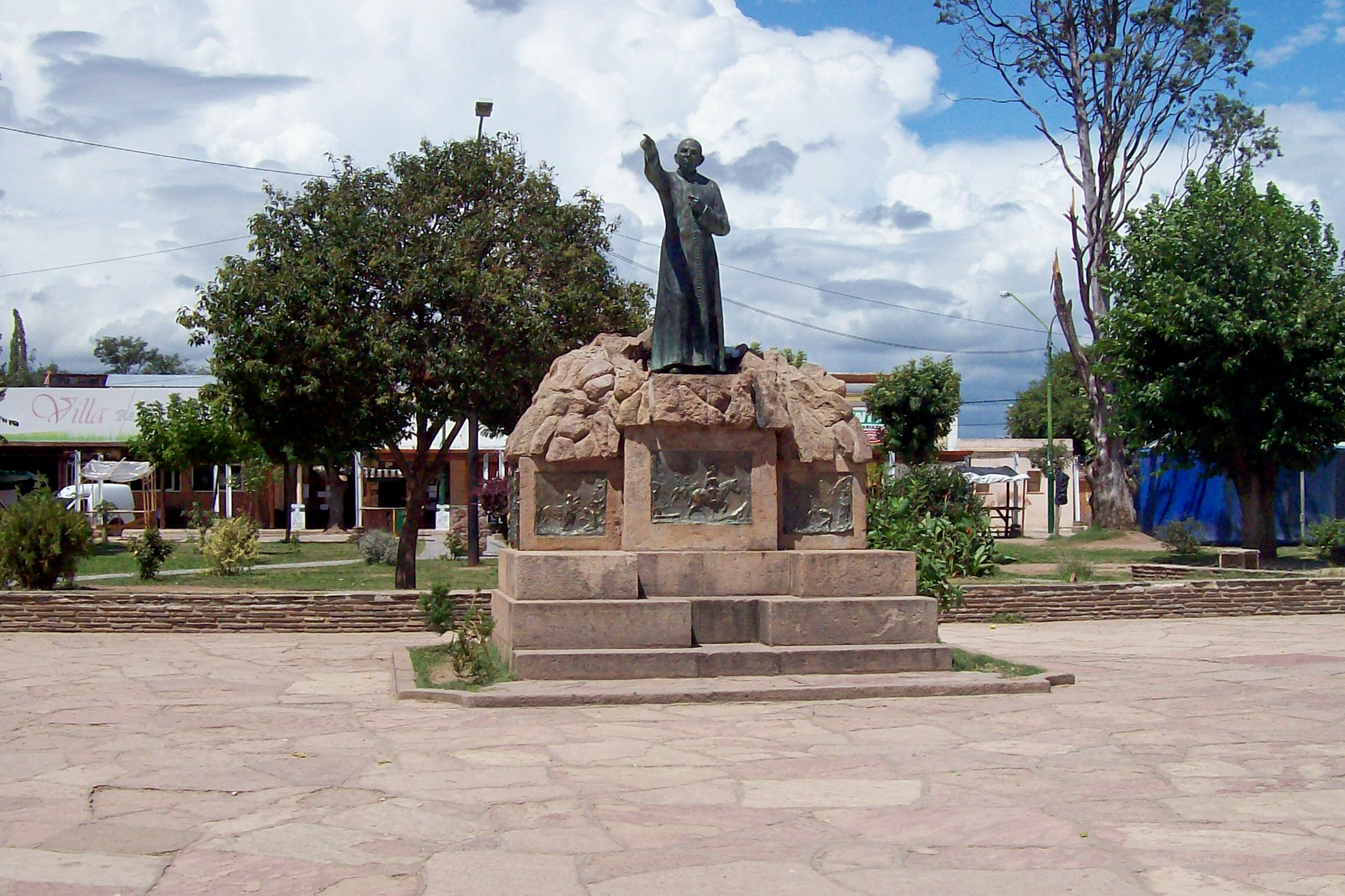 Monument over Cura Brochero på Plaza Centenario i Villa Cura Brochero