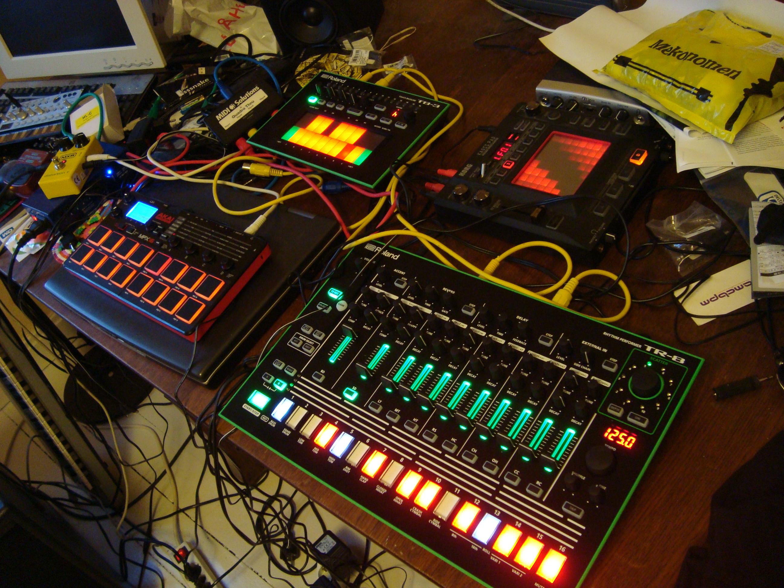 file musical toys korg volca bass roland aira tb 3 touch bassline akai mpx16 sampler roland. Black Bedroom Furniture Sets. Home Design Ideas