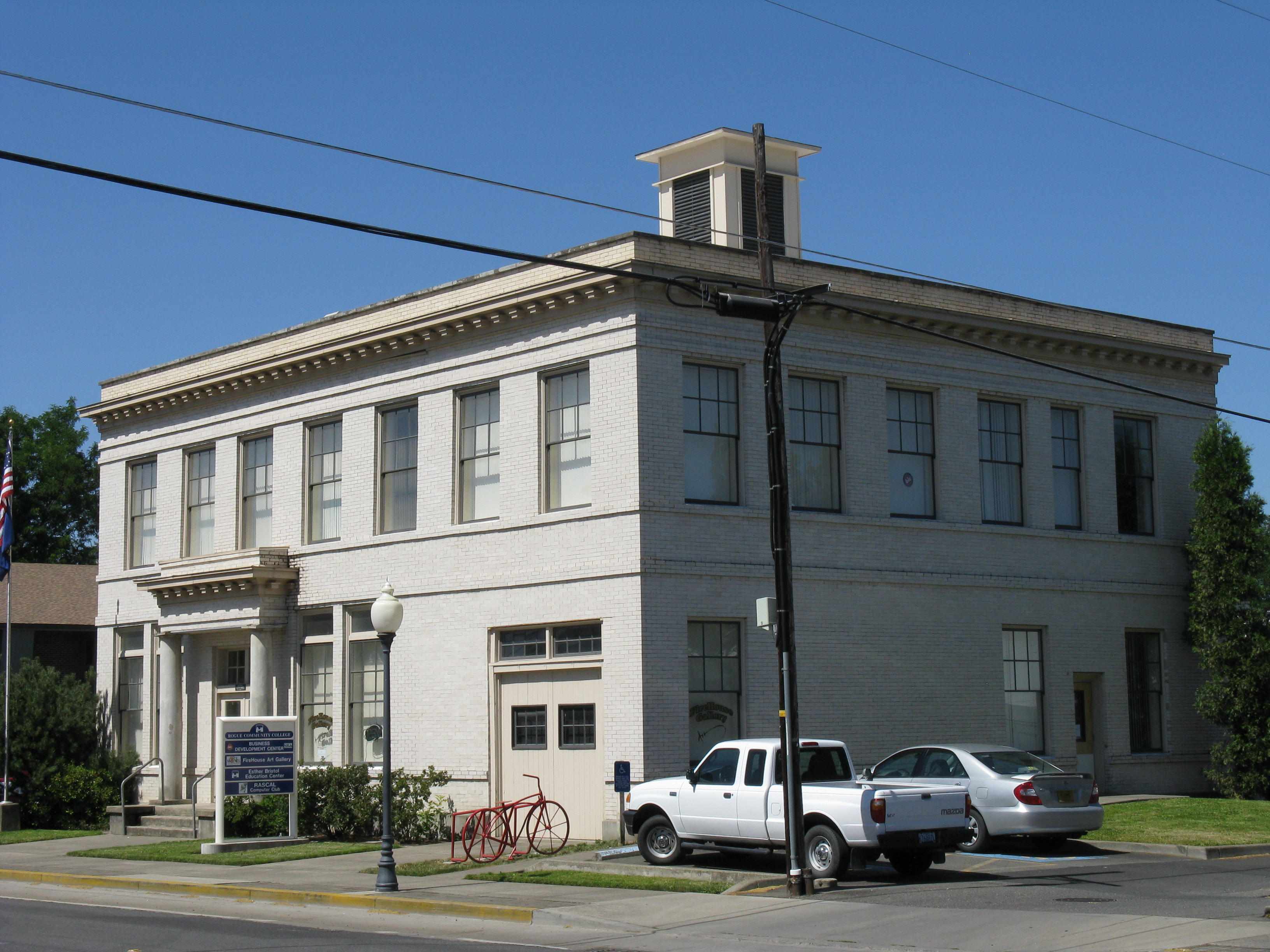 File:Old City Hall - Grantsgrants city