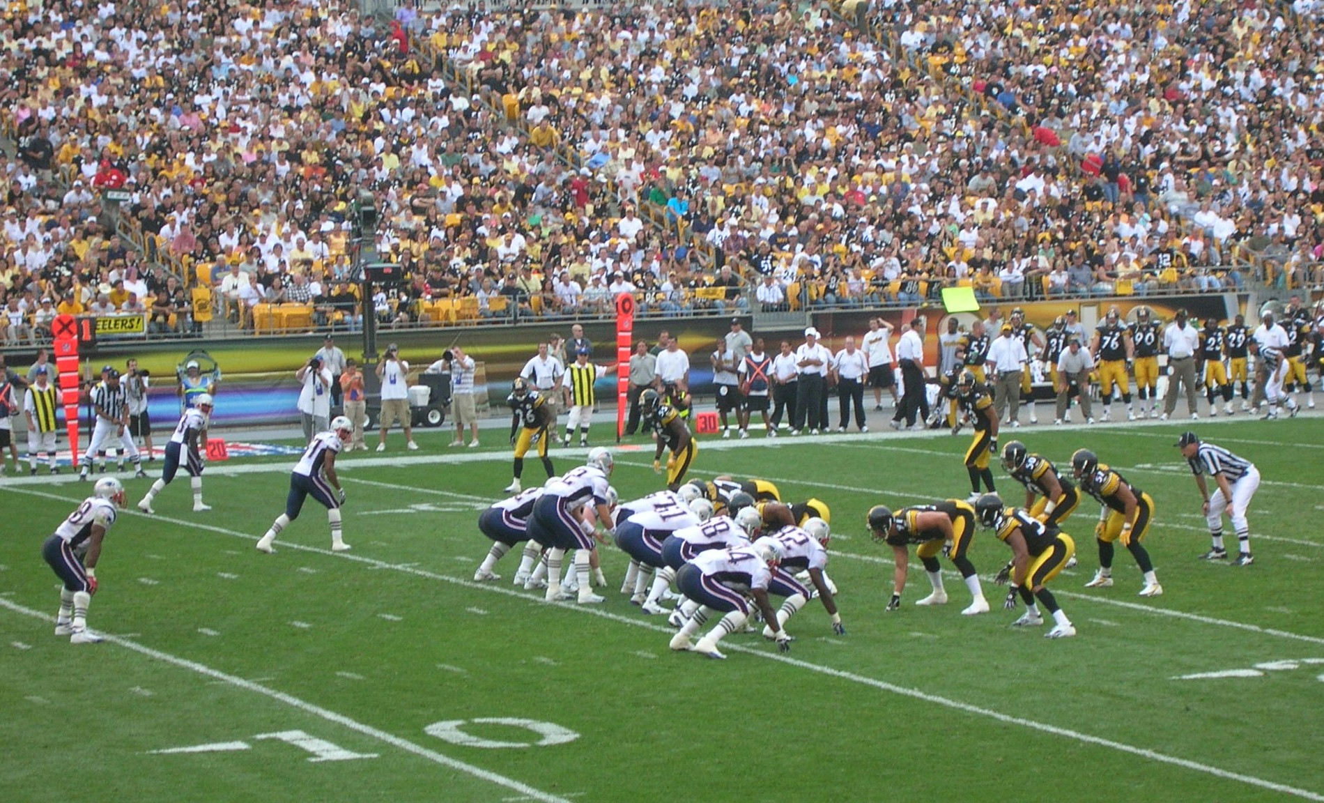 Patriots vs Steelers, By Bernard Gagnon, via Wikimedia Commons