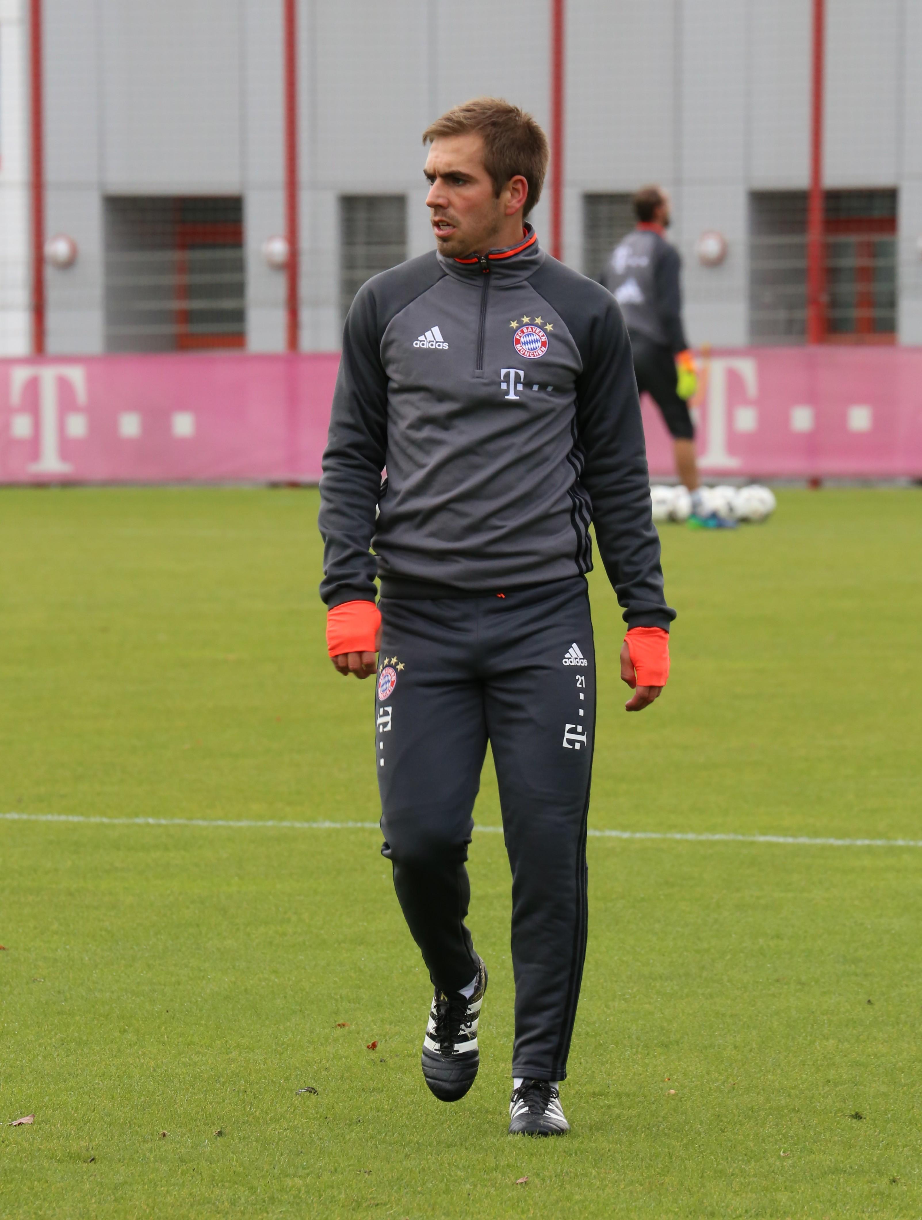 Datei Philipp Lahm Training 2016 11 FC Bayern Muenchen 5 –