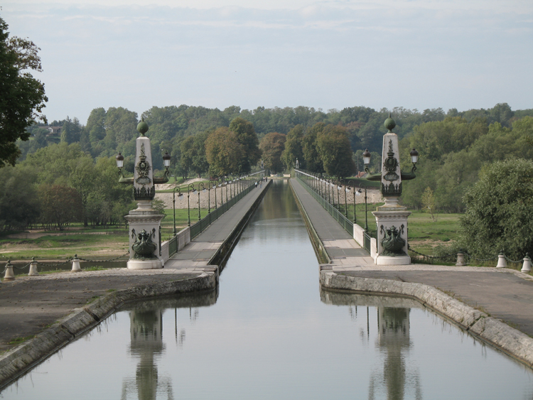 File: 45250.jpg Briare Canal Bridge
