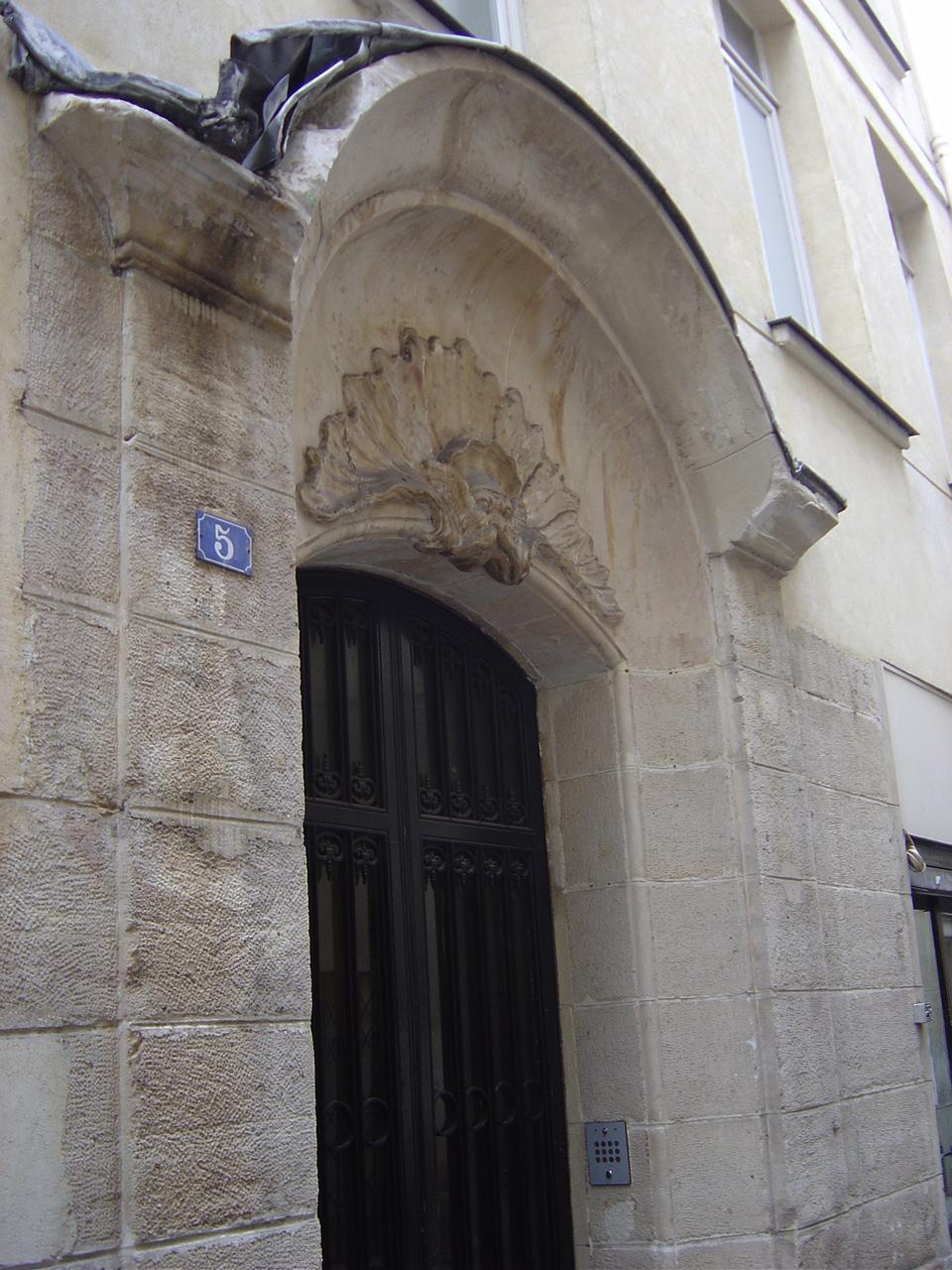 File:Porte au 5 rue du Croissant, Paris.JPG - Wikimedia Commons