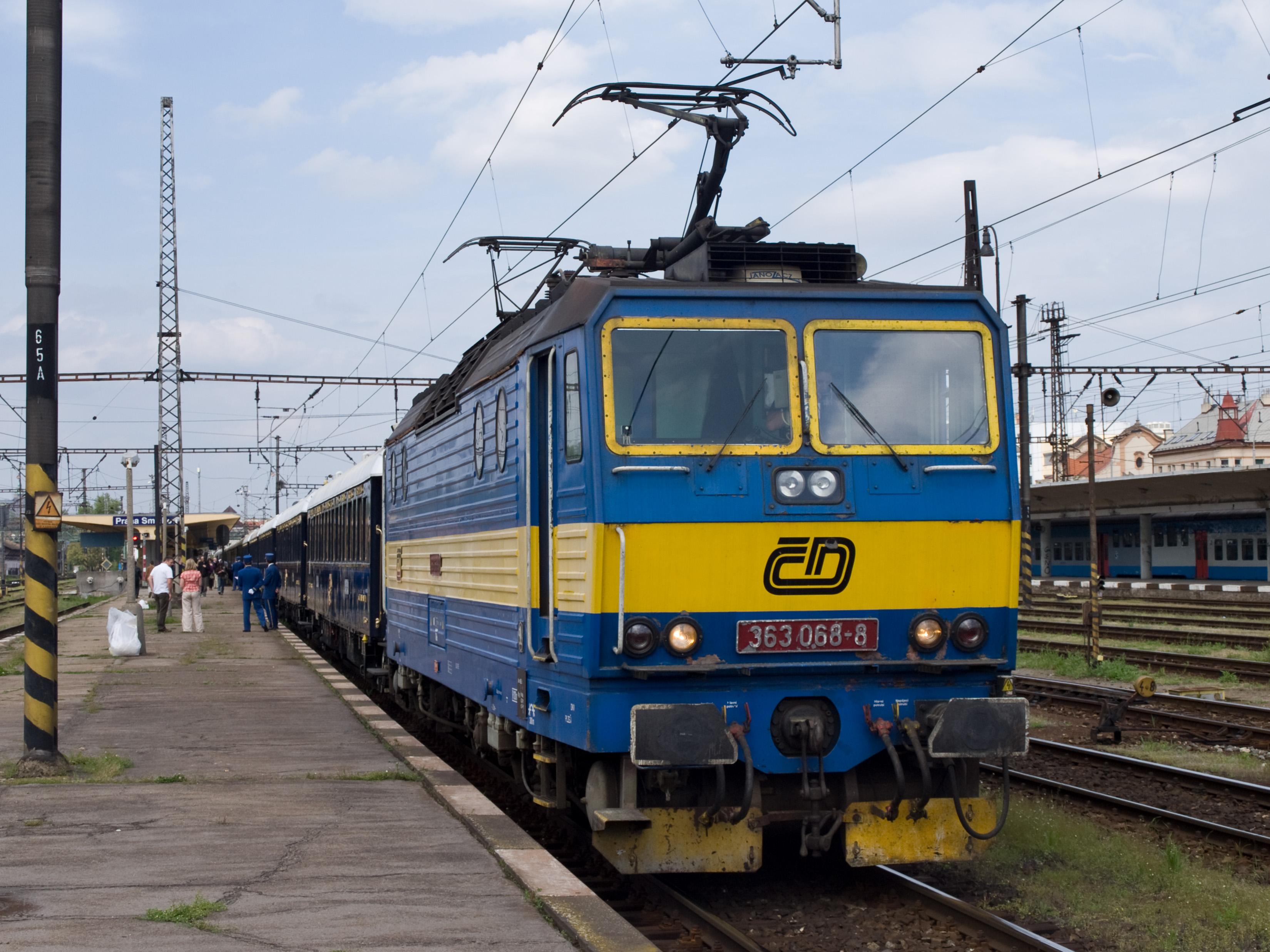 File:Praha-Smíchov, Orient Express, lokomotiva 363.jpg
