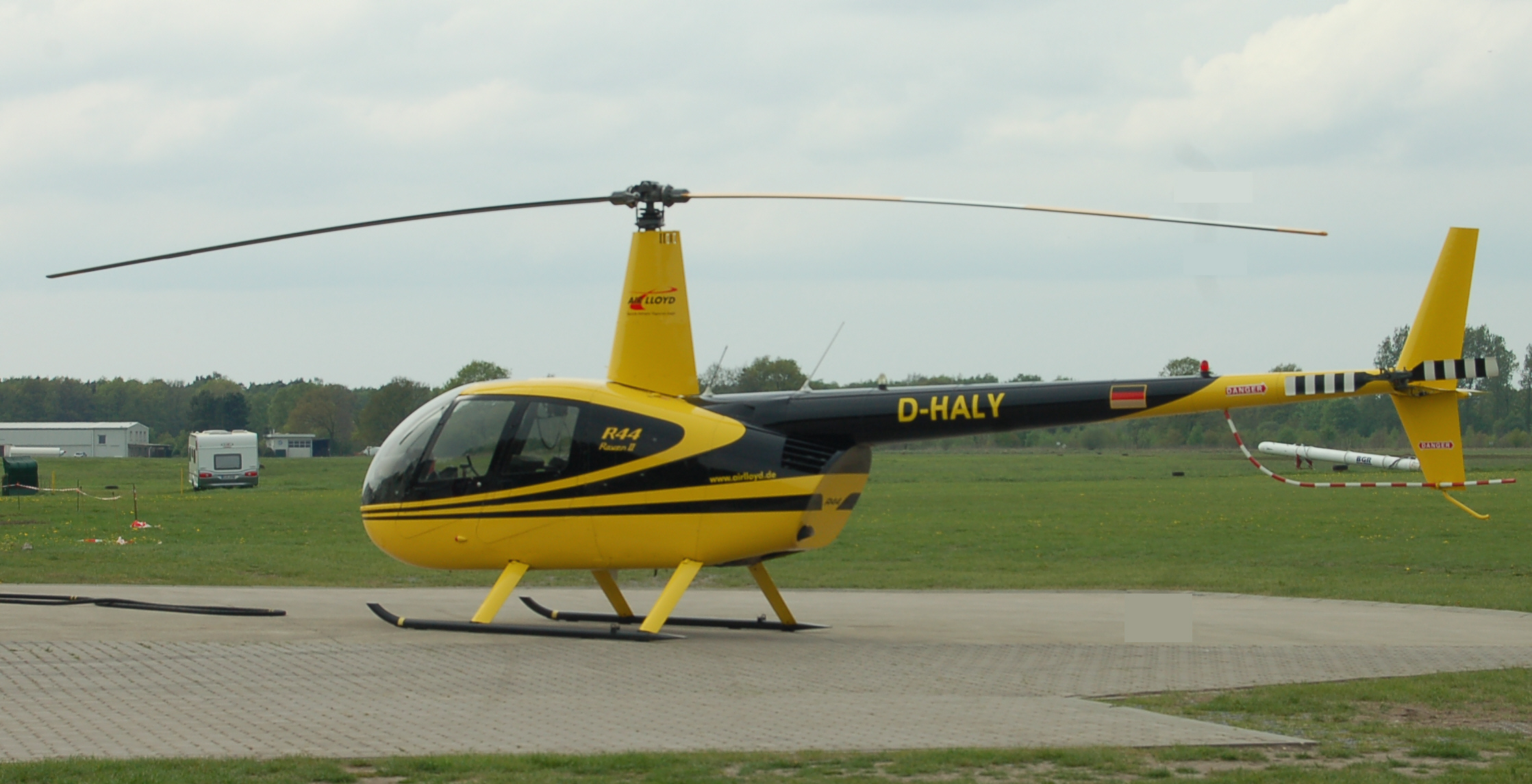 robinson r44 helicopter with File Robinson R44 Raven I  D Haly on R44raven11 moreover D Erxa Private Xtremeair Xa42 Sbach 342 additionally Index additionally File Robinson R44 Raven I  D HALY besides Robinson Private Lesson 1.