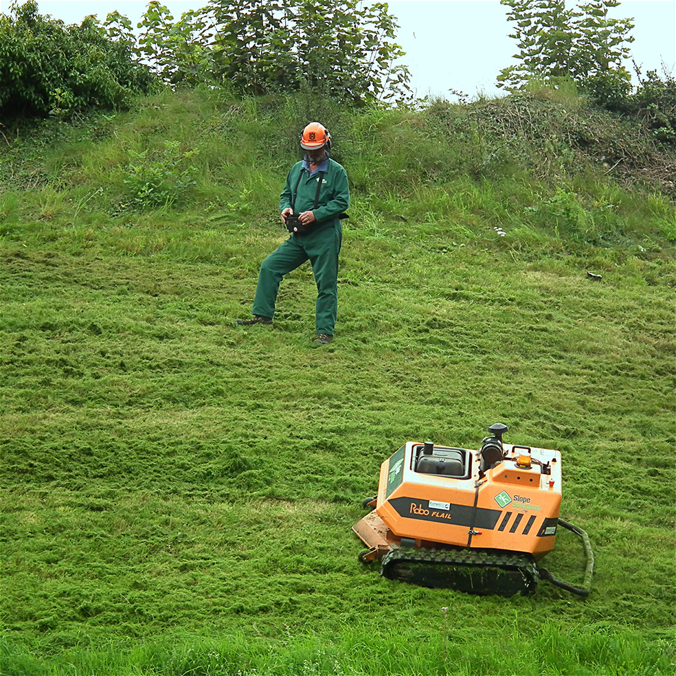 File Roboflail Remote Controlled Mower Jpg Wikimedia Commons