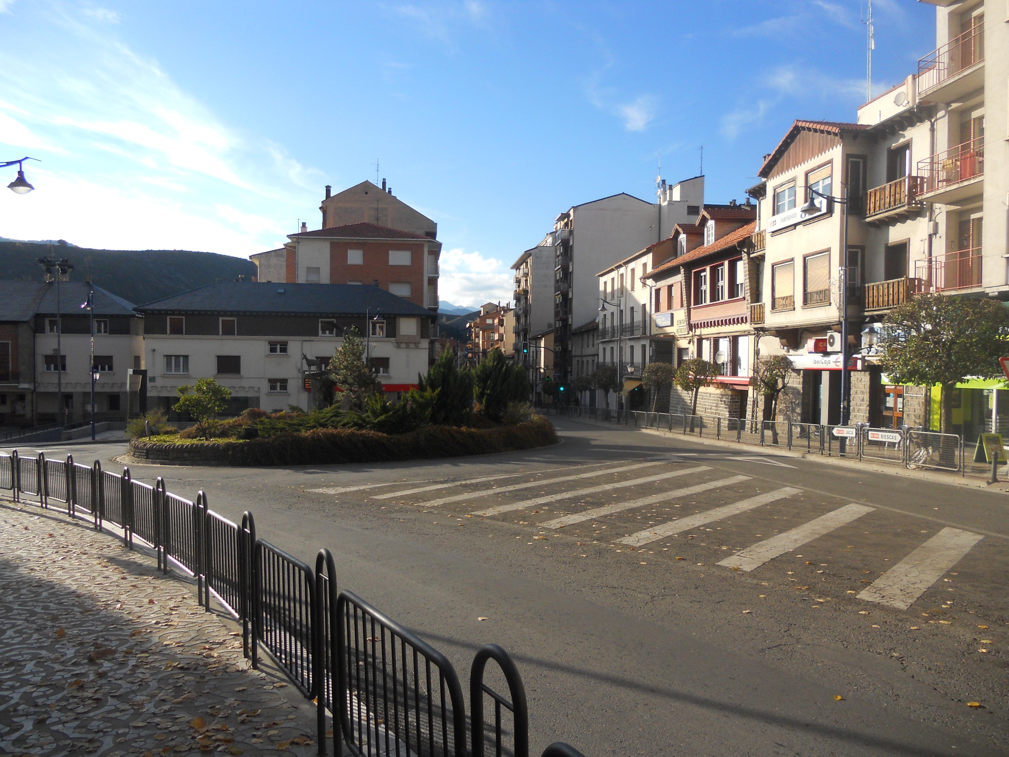 File:Sabiñanigo , Huesca . - panoramio.jpg - Wikimedia Commons