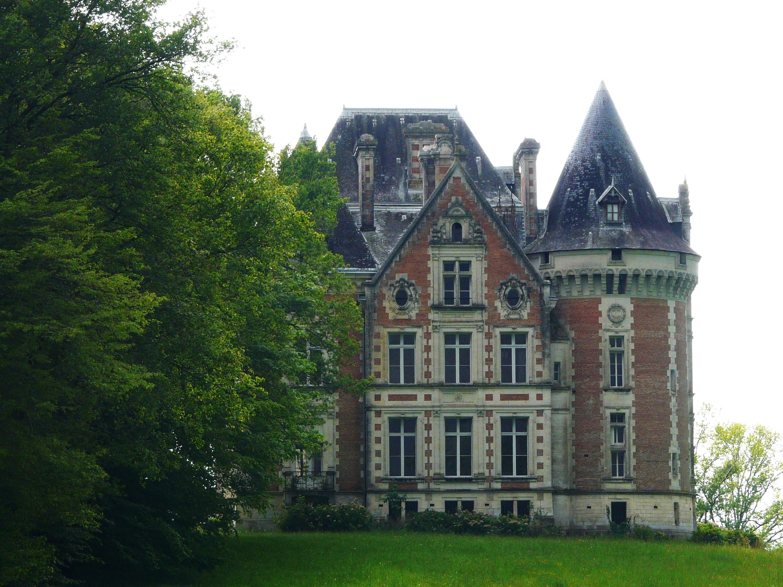 Le château de Puycharnaud (source : wikipedia)