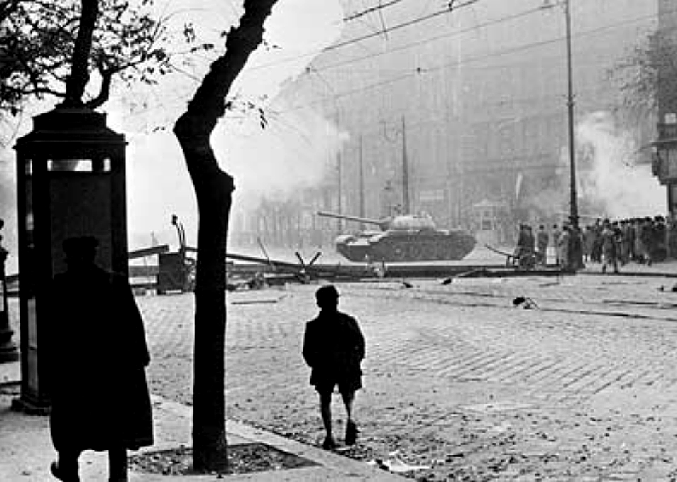 https://upload.wikimedia.org/wikipedia/commons/7/79/Soviet_tank_in_Budapest_1956.jpg