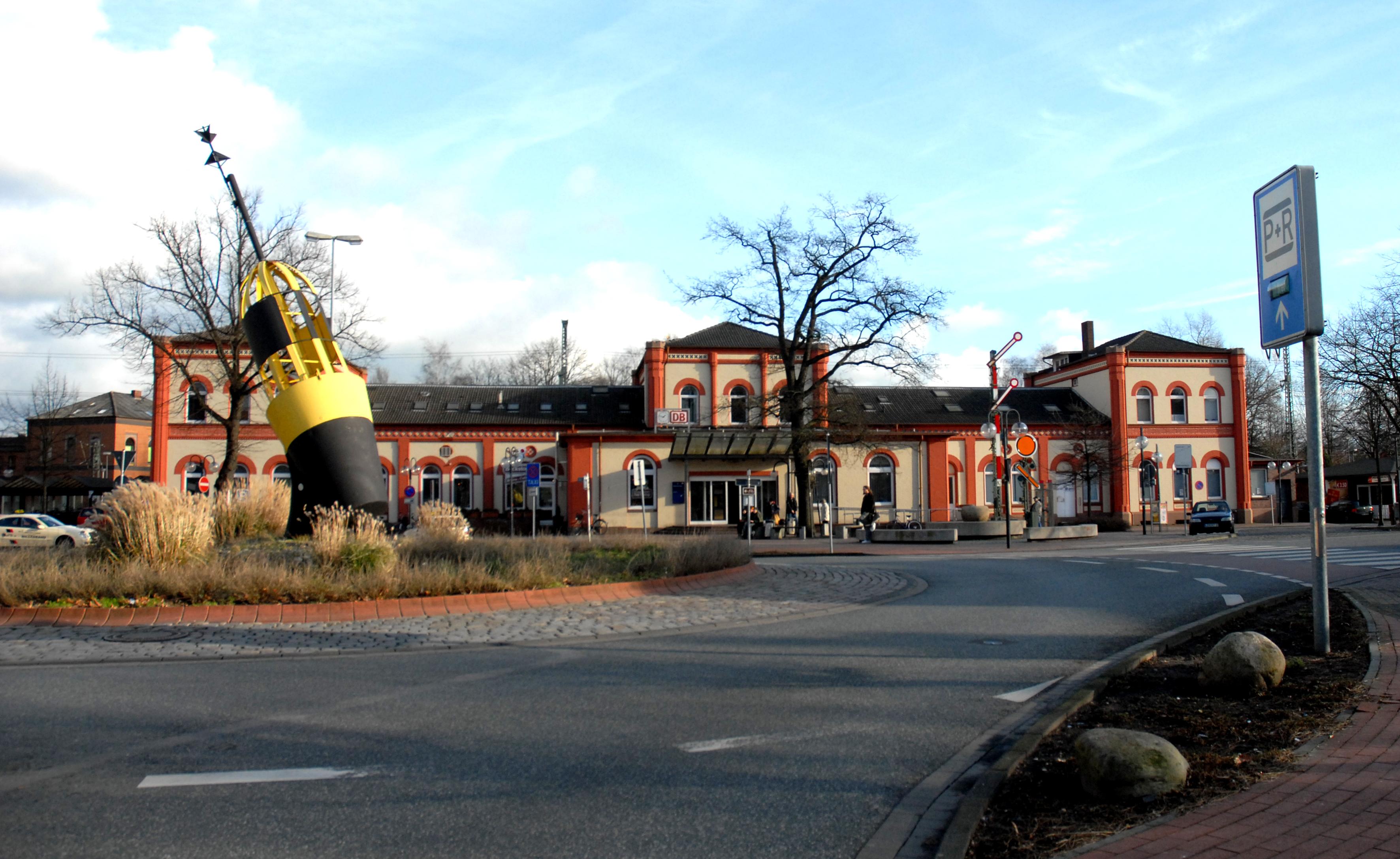 Augustfehn railway station