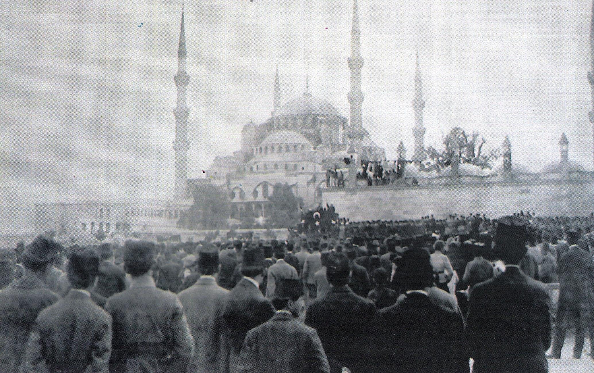 Картинки по запросу sultanahmet alanı 1919