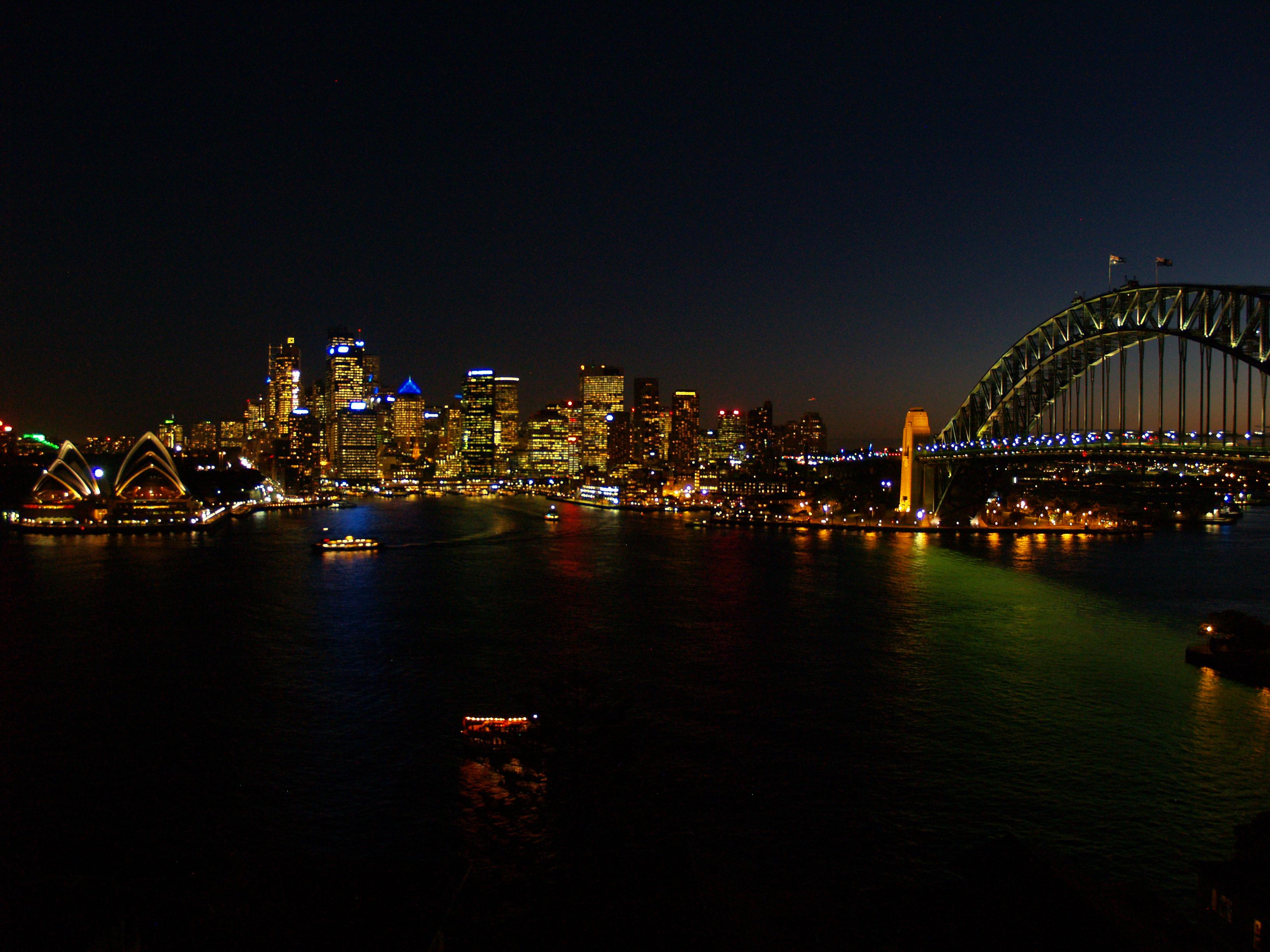 Meeste Australiërs woon in stedelike gebiede. Sydney is die mees bevolkte stad in Australië