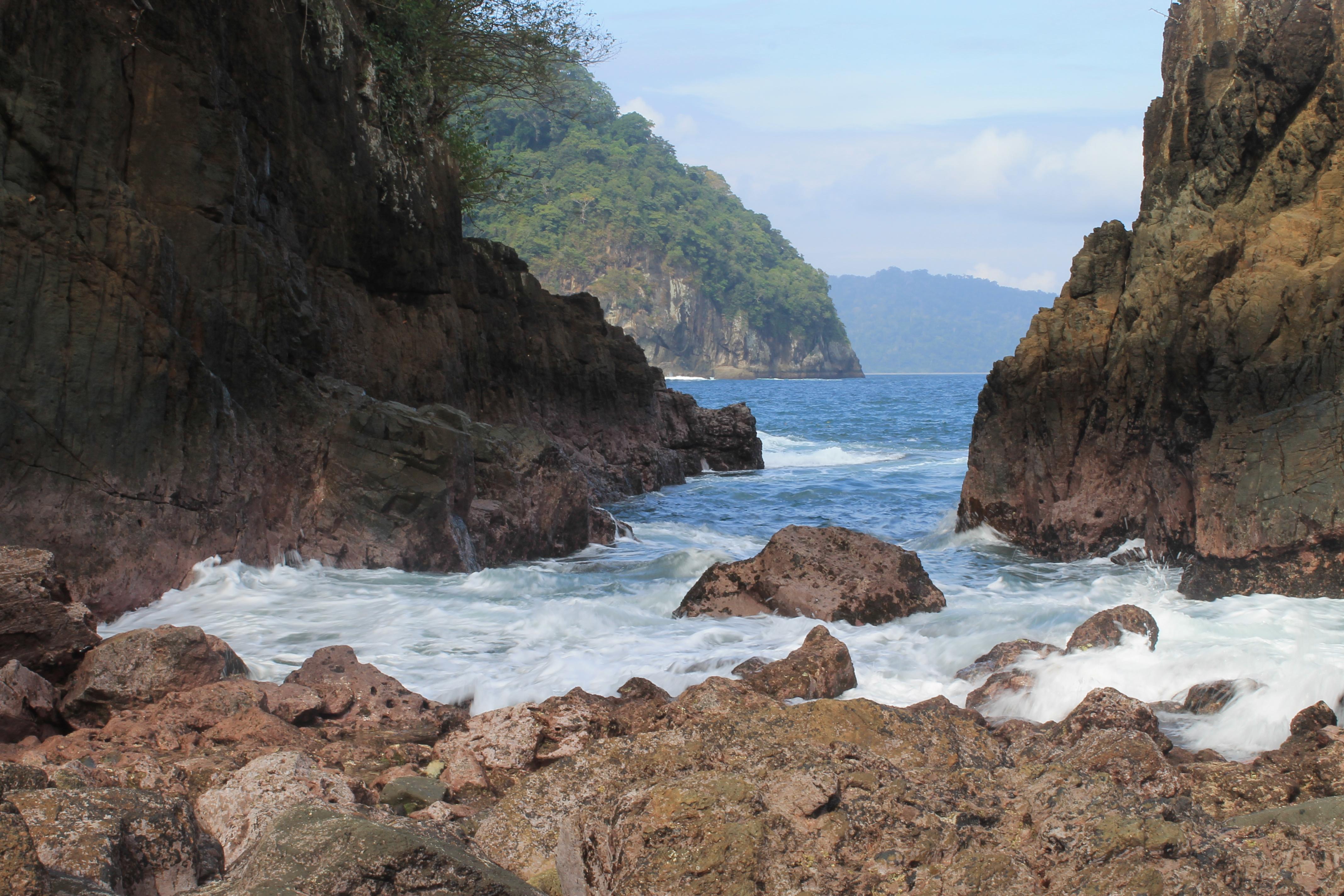 File:Teluk ijo banyuwangi.jpg