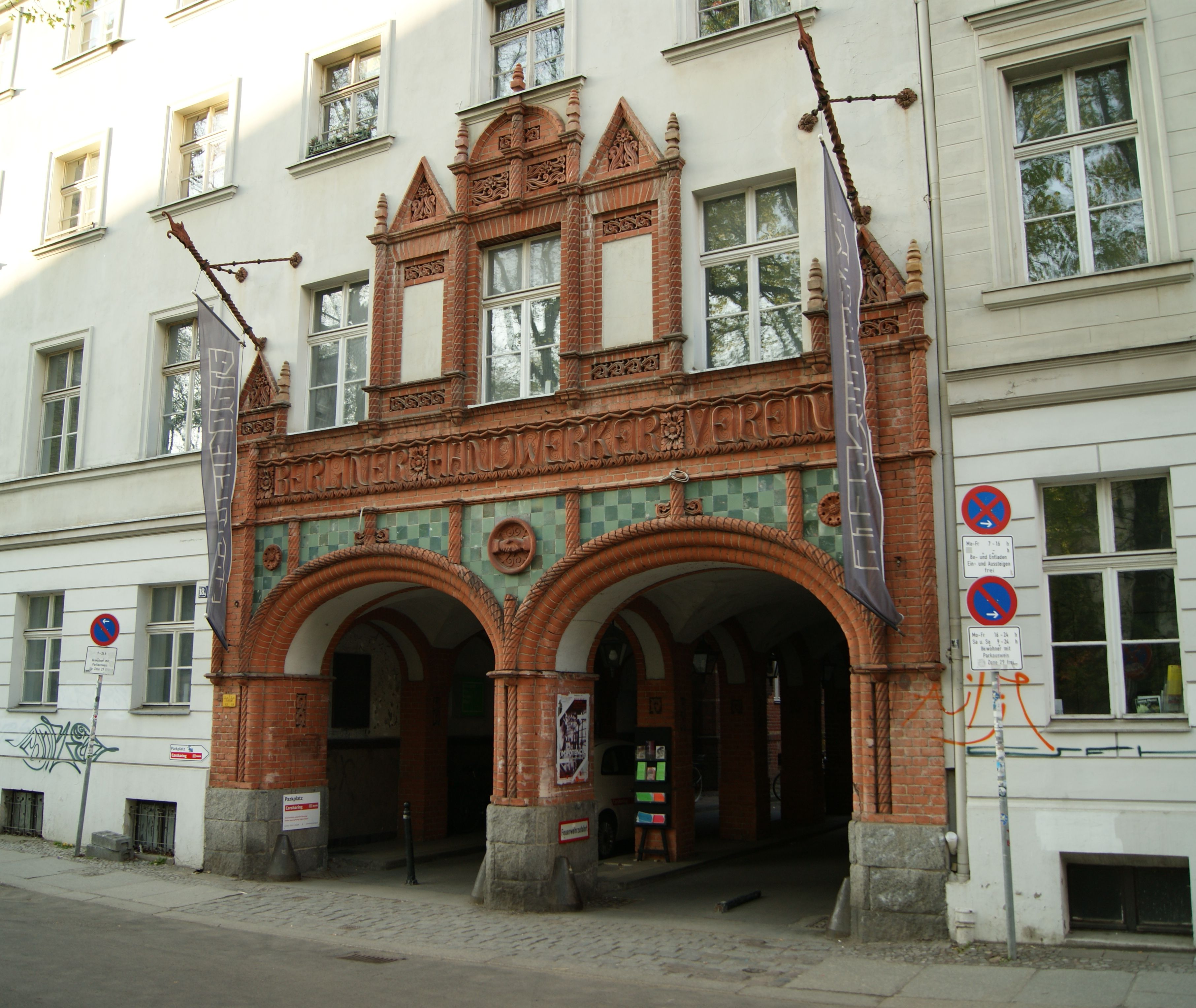 Handwerker Berlin file terracotta doppelportal der ehemaligen handwerkervereinshaus
