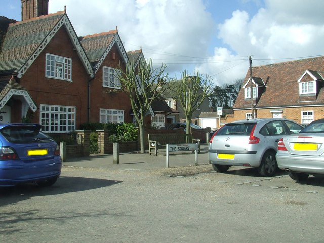 The Square, Wormley - geograph.org.uk - 761440