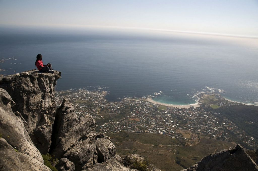 File:The curvature of the earth, Western Cape (6253232356