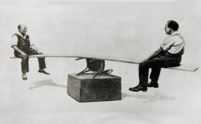 File:Thonet - demonstration of the strength 2.jpg