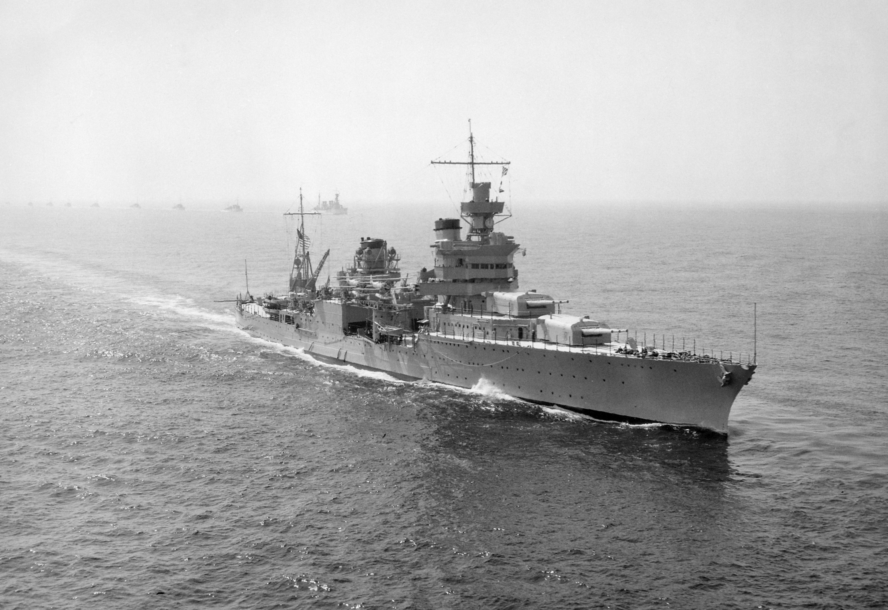 http://upload.wikimedia.org/wikipedia/commons/7/79/USS_Indianapolis_(CA-35)_underway_in_1939.jpg