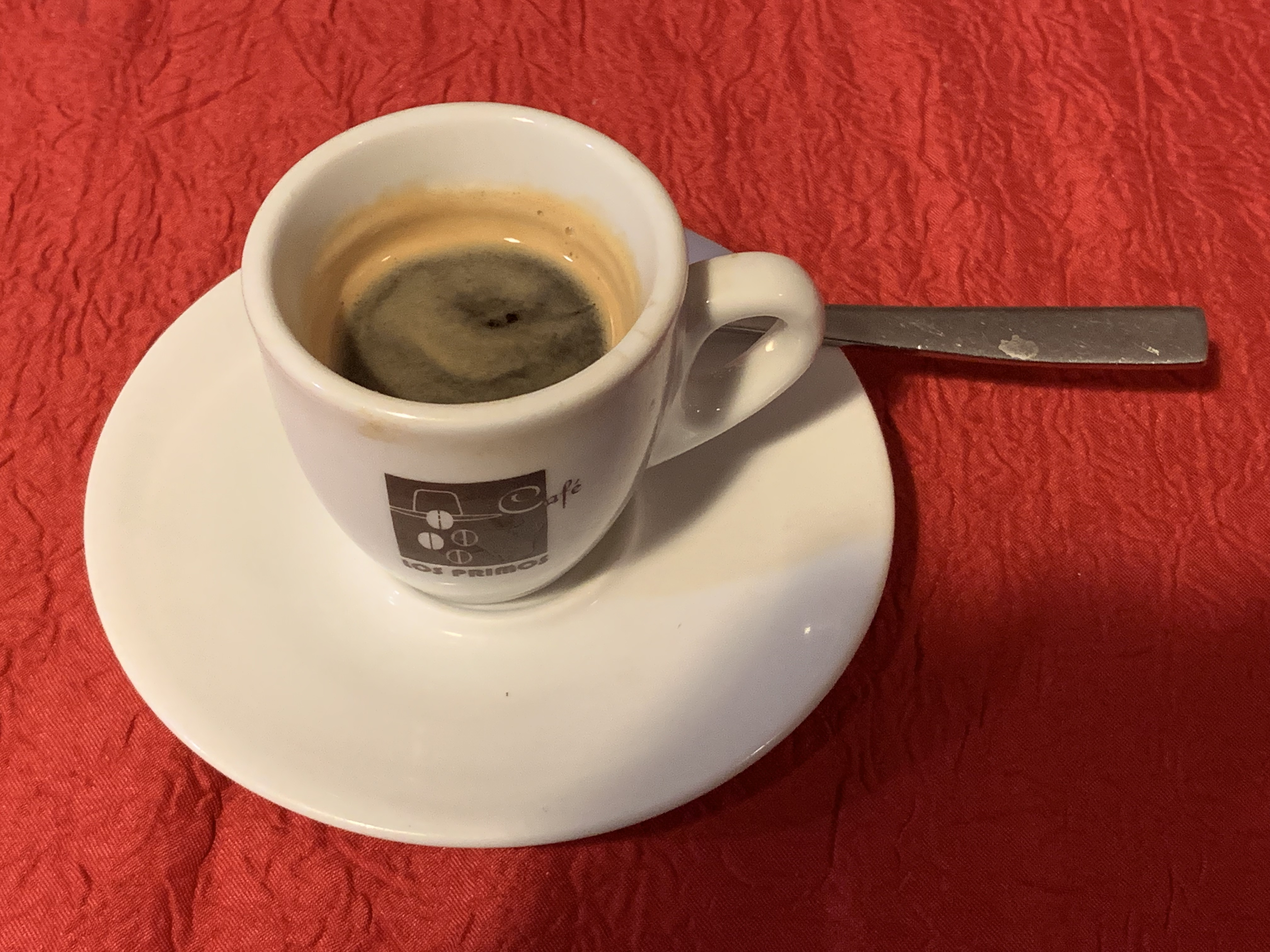 Zarwana noc? Badacze wskazali na uwielbiany przez wielu produkt, który pobudza lepiej niż kawa