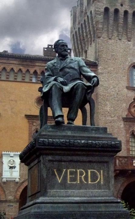 Estatua de Giuseppe Verdi en Busseto, obra de Luigi Secchi