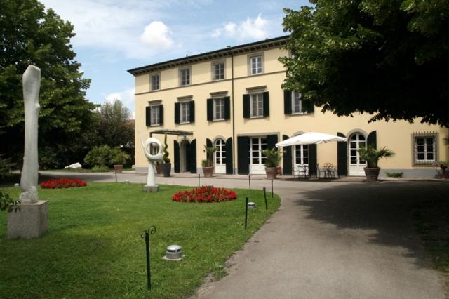 Hotel La Limonaia Lage In Limone Sul Garda