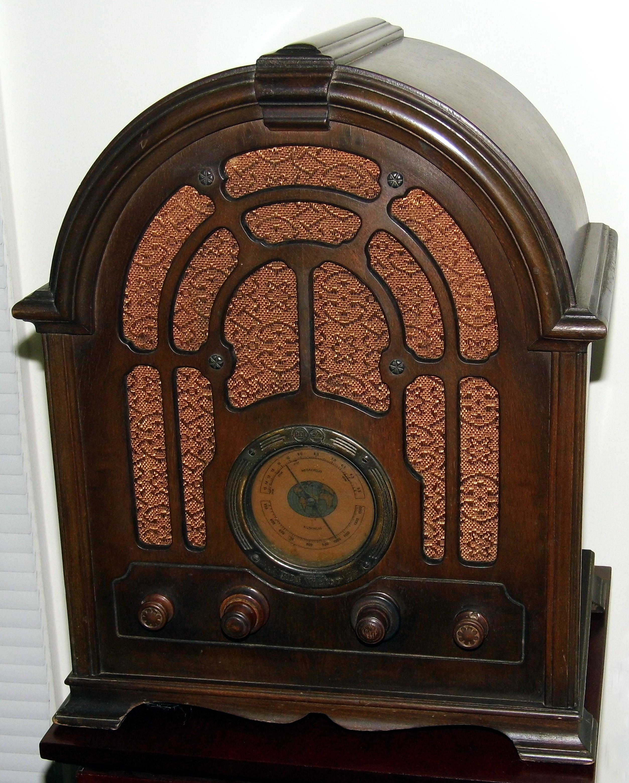 filevintage rca cathedral radio model 121 broadcast