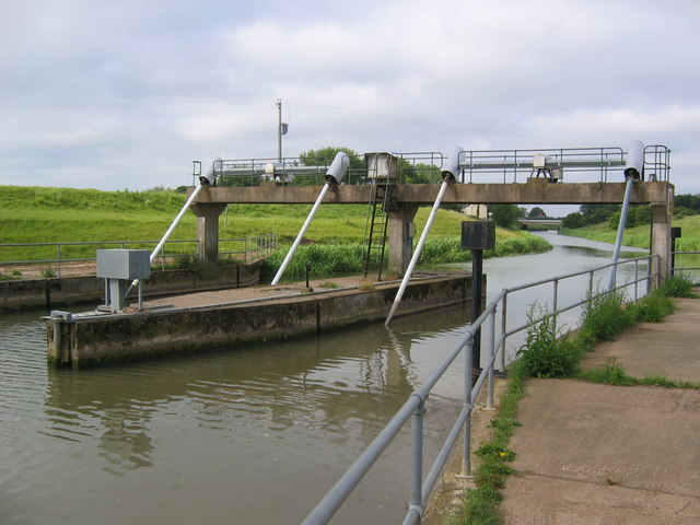 Weir, Tetney Lock - geograph.org.uk - 456868