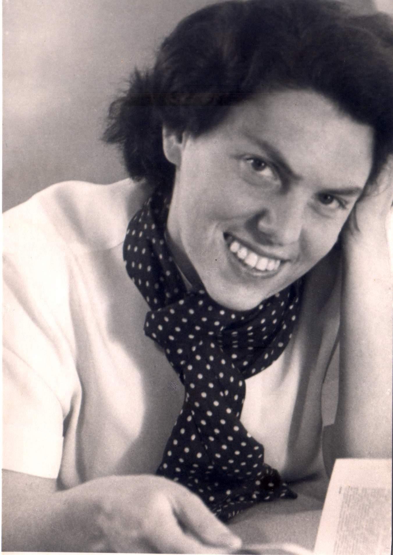 דינה פייטלסון מקבלת את פרס ישראל