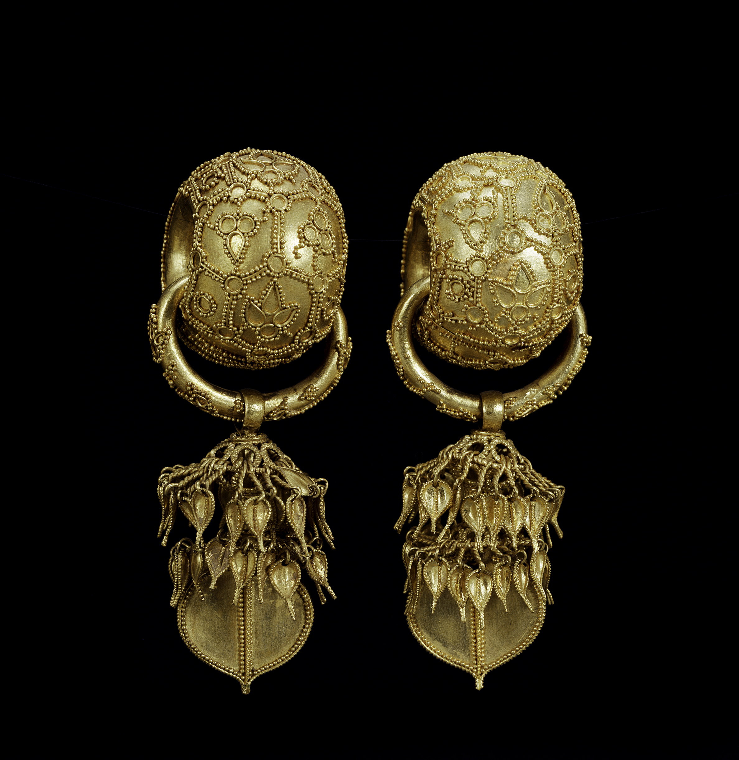 861f5b345 Silla-period Korean earrings (6th century)