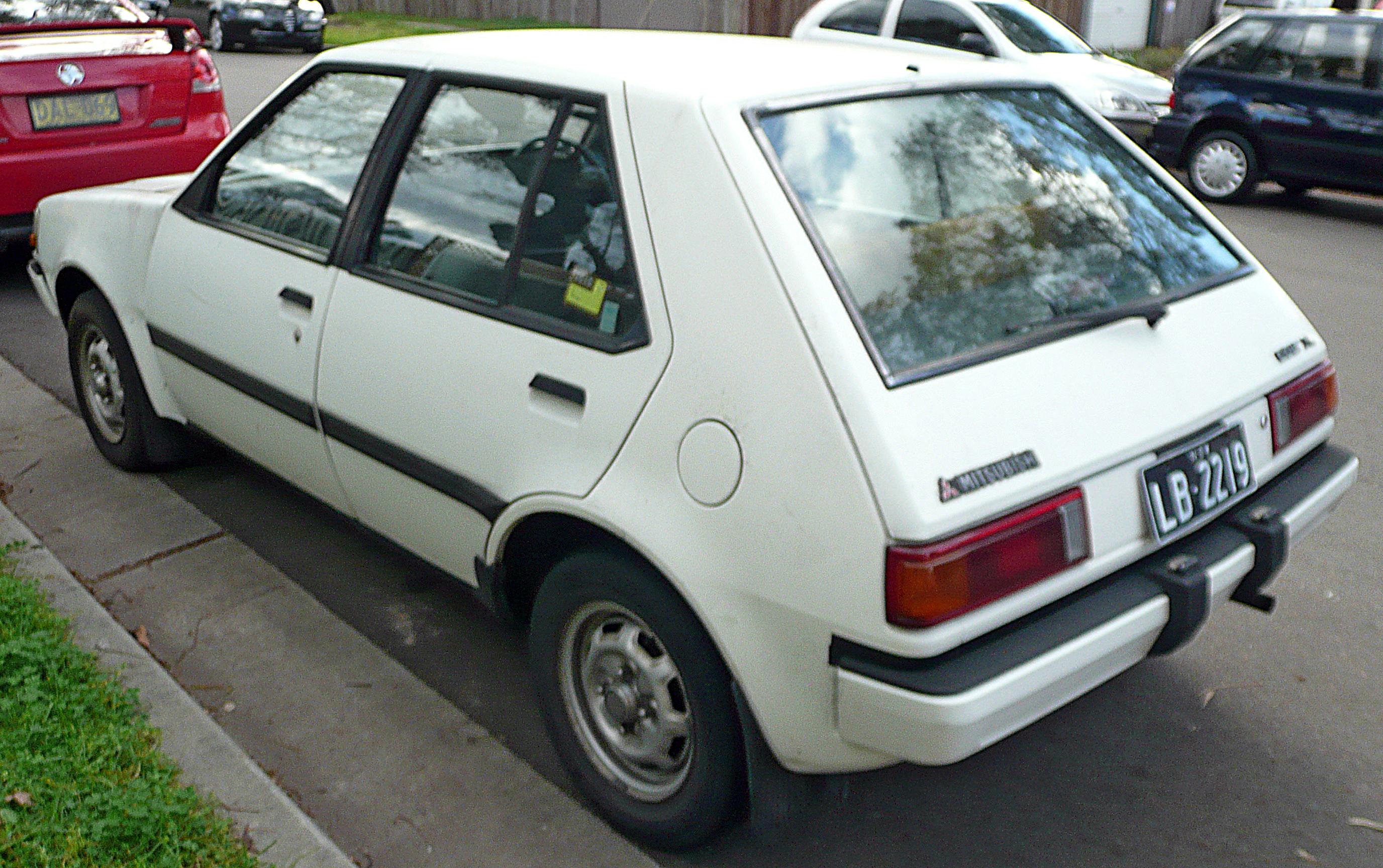 File 1988 1990 Mitsubishi Colt Re Xl 5 Door Hatchback 02