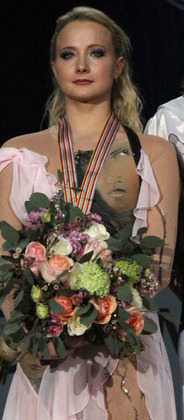 2010 European Championships Podium - Oksana DOMNINA - Maxim SHABALIN - Gold Medal - 5623a (cropped) - Domnina.jpg