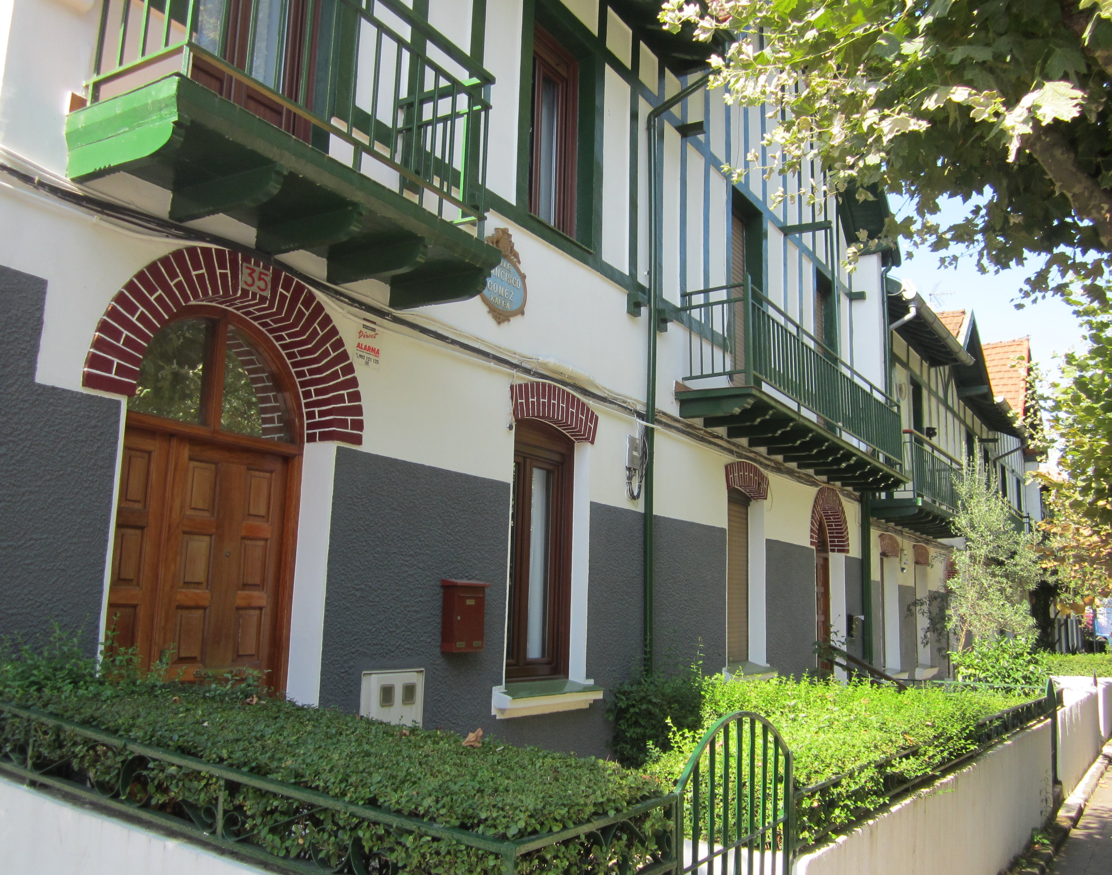 Casas de baratas comisin nacional de casas baratas with casas de baratas gallery of conjunto - Casas de alquiler en motril baratas ...