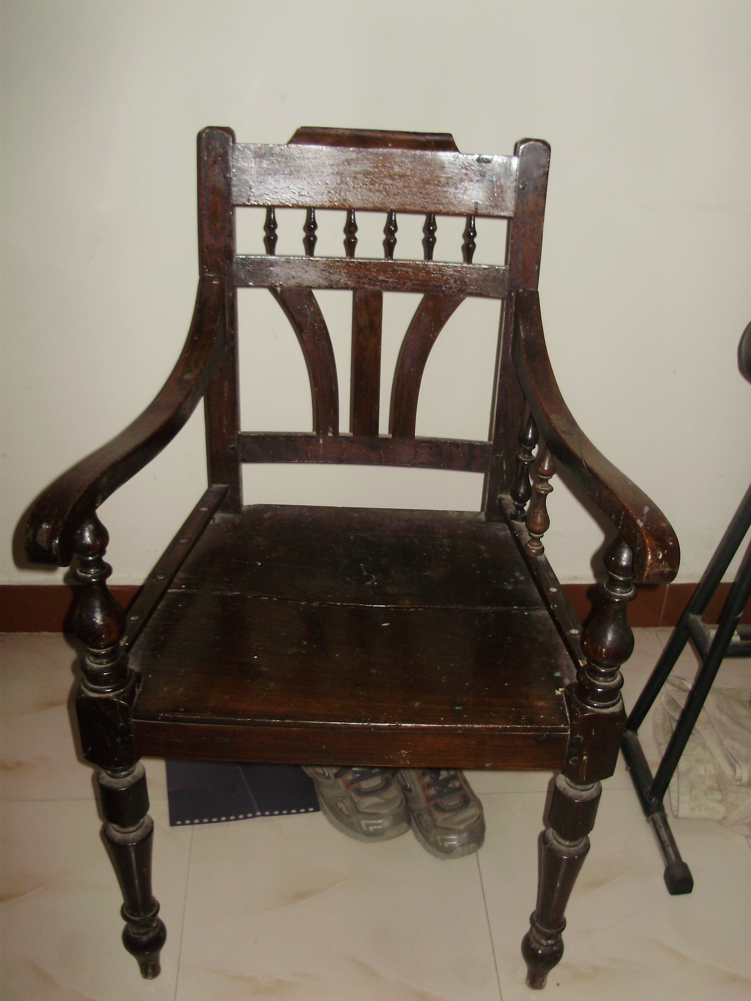 File:An Old Wooden Chair