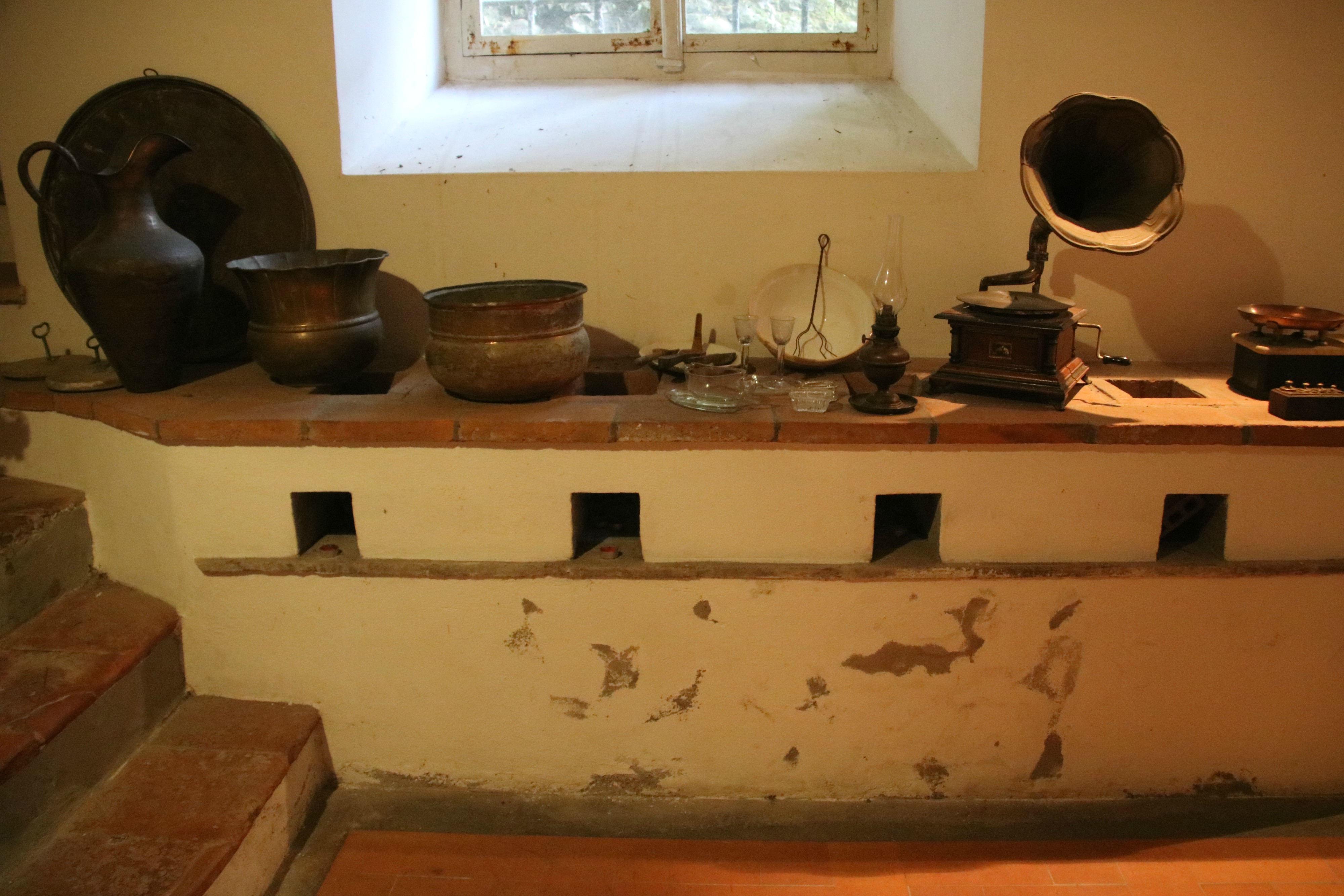 File:Bagni di Lucca, Villa Webb, vecchia cucina 05.jpg ...
