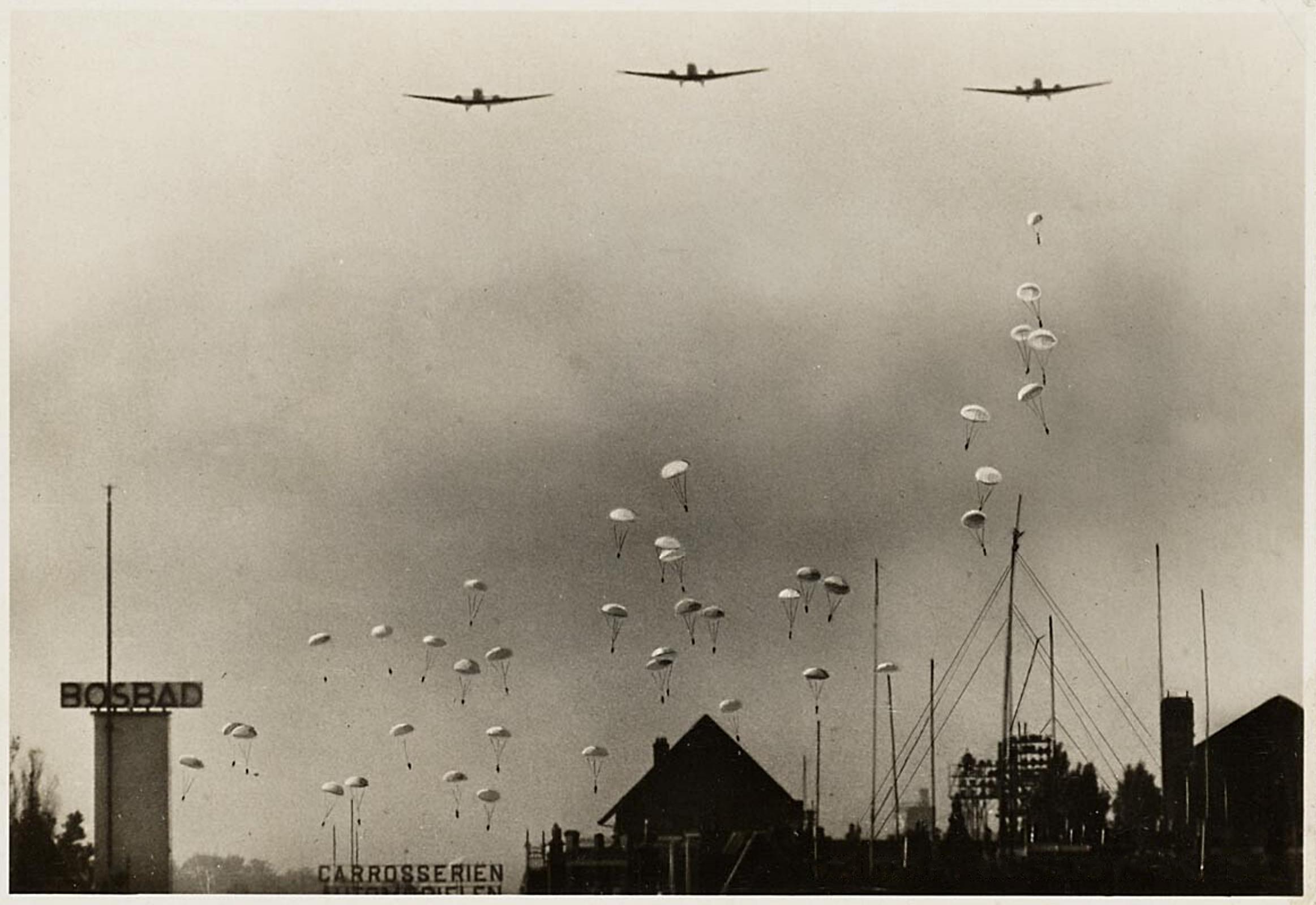 Bezuidenhout%2C_Den_Haag%2C_10_mei_1940%2C_Duitse_parachutisten.png