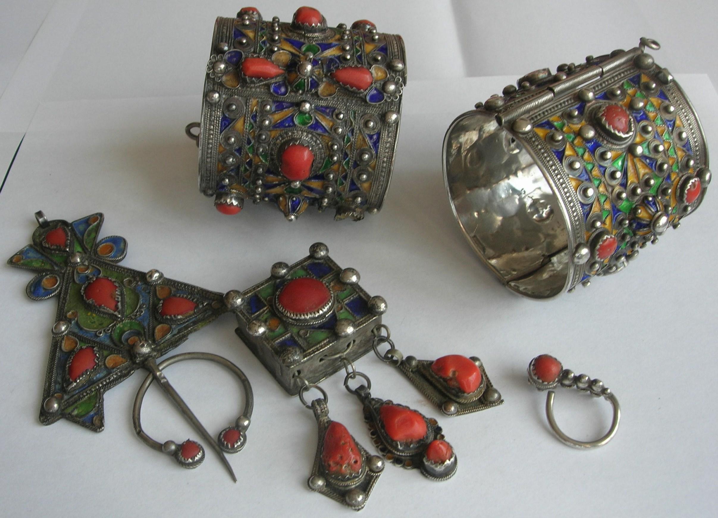 FichierBijoux traditionnels de Kabylie.JPG