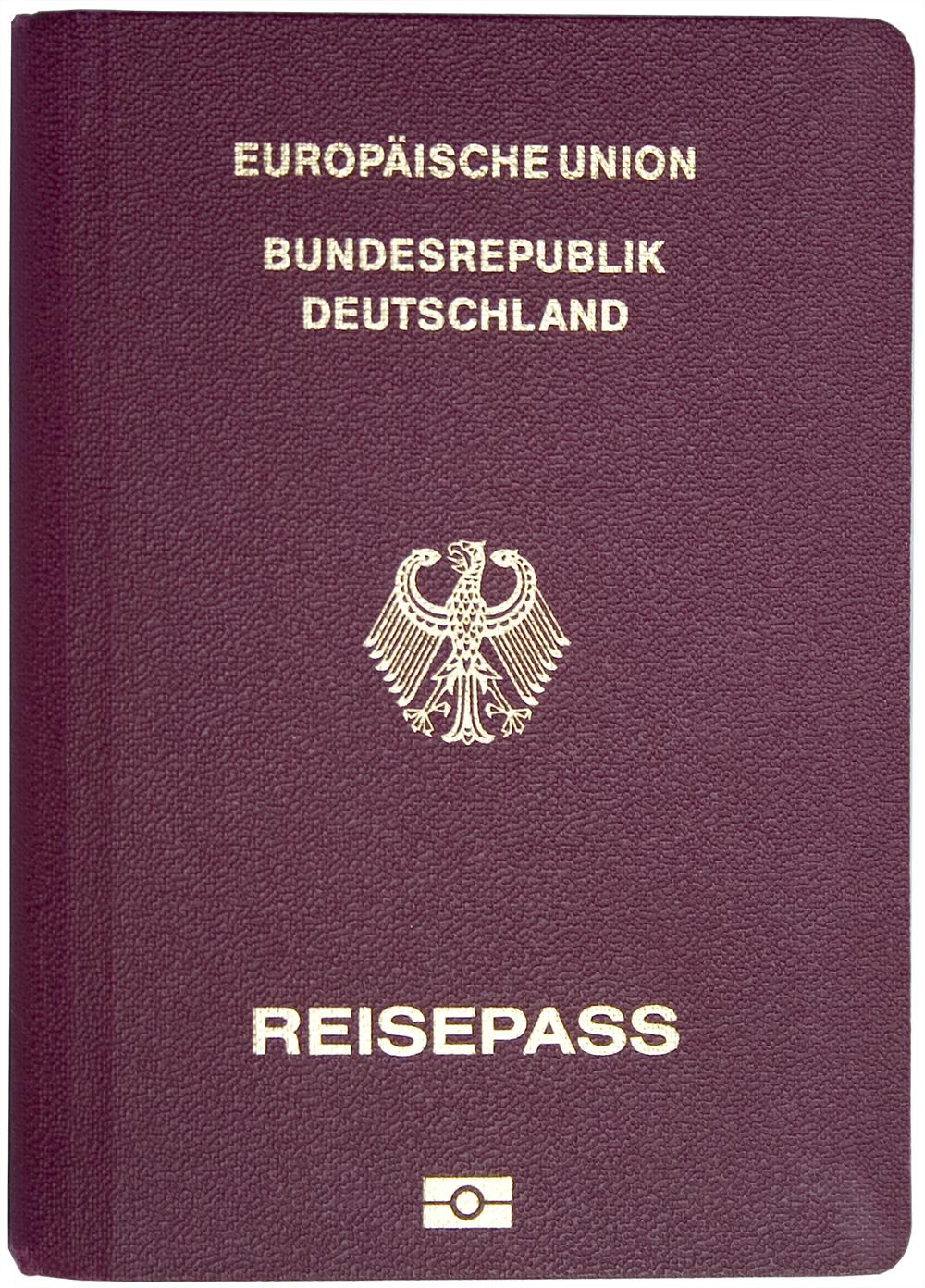 Im deutschen Reisepass ist die Staatsangehörigkeit eingetragen, er ist jedoch kein rechtlicher Nachweis über deren Besitz, siehe dazu Staatsangehörigkeitsausweis.[1]